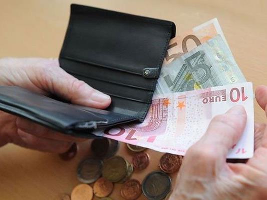 Die Arbeitnehmervertreter wollen einen 1.700 Euro-Mindestlohn.