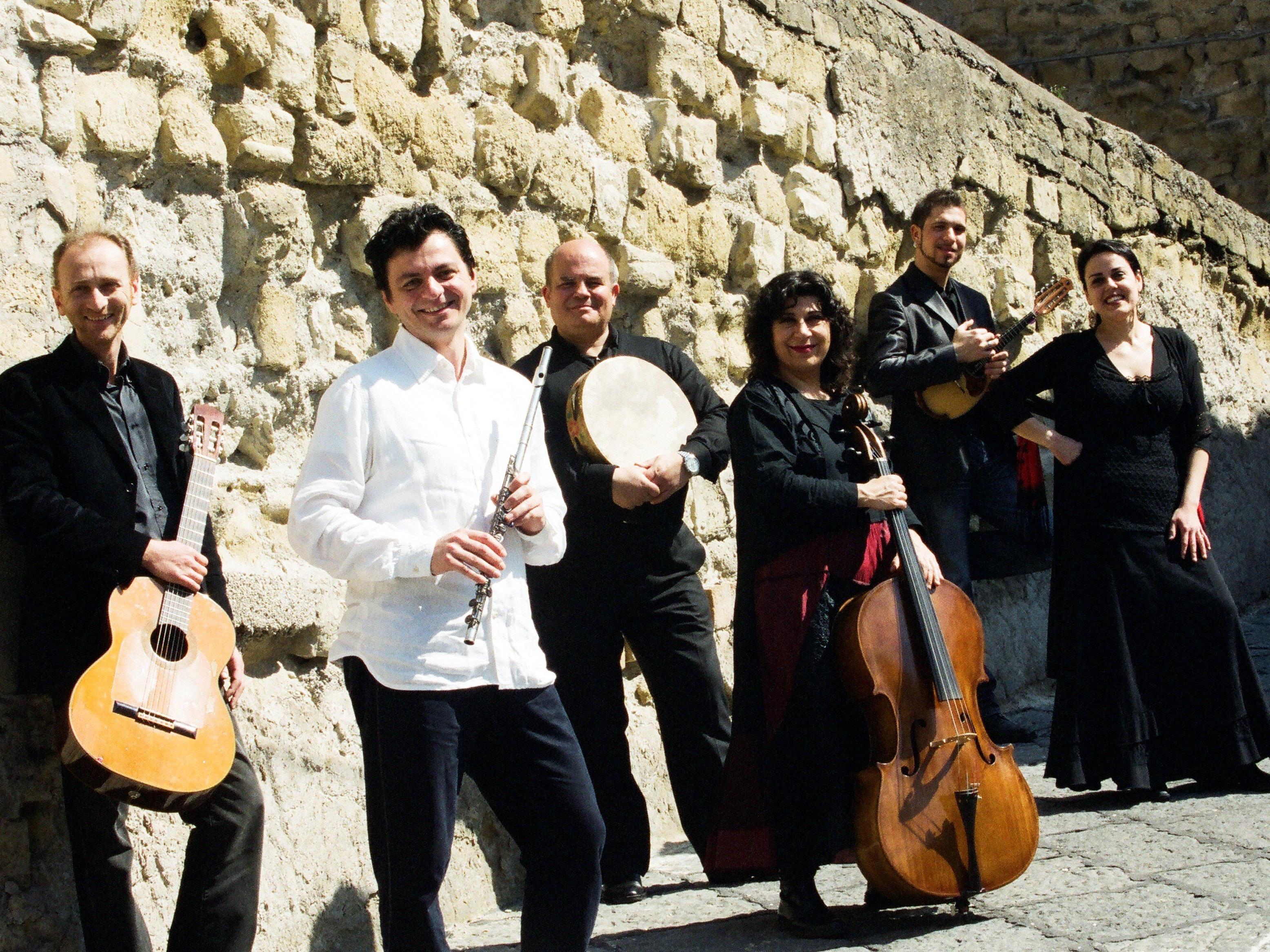 Am 5. Mai kommen mit dem Neapolis Ensemble Mittelmeergefühle im Freudenhaus auf.