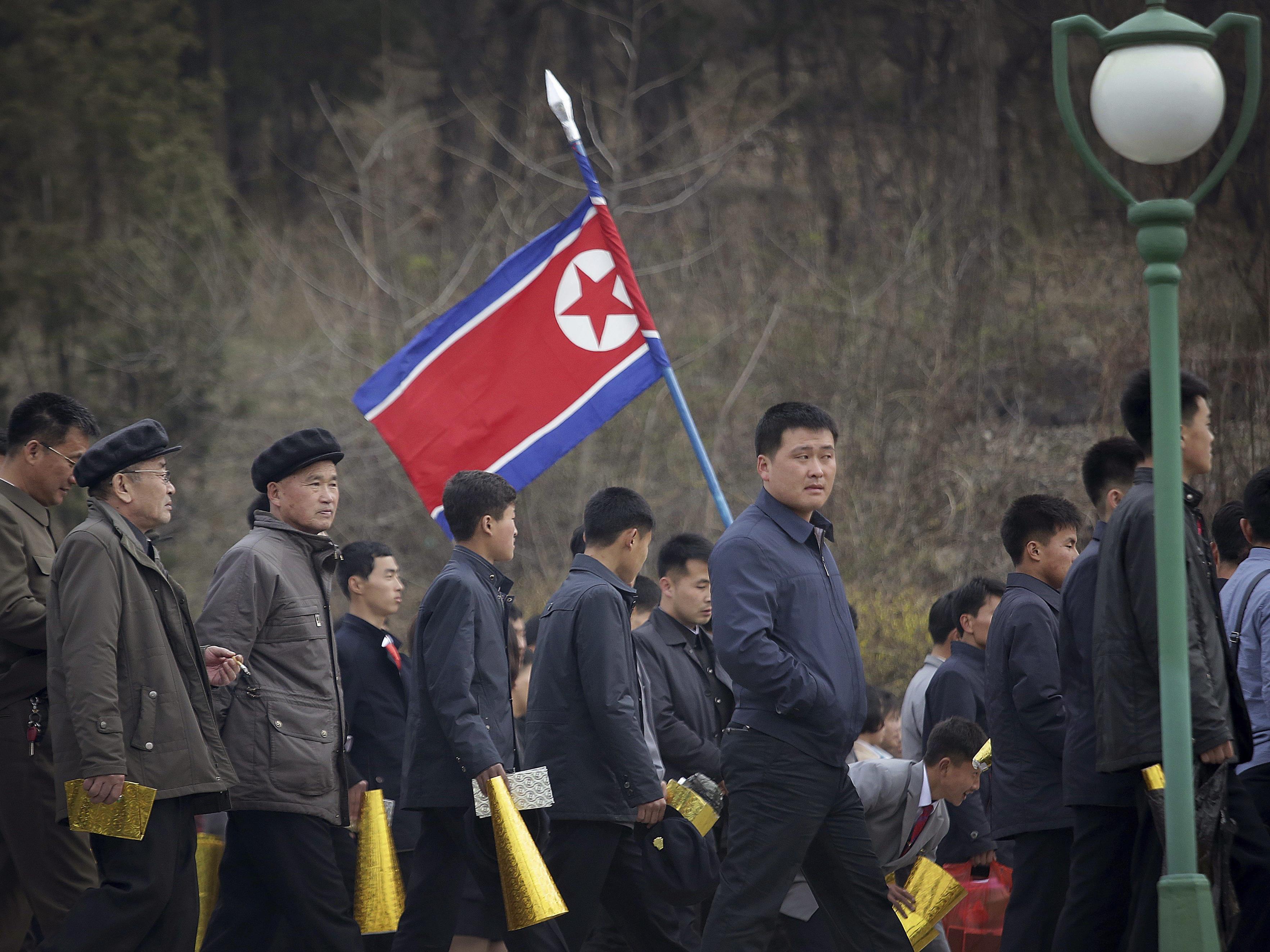 Diese Fans besuchten gerade ein Fußballspiel in Nordkorea.