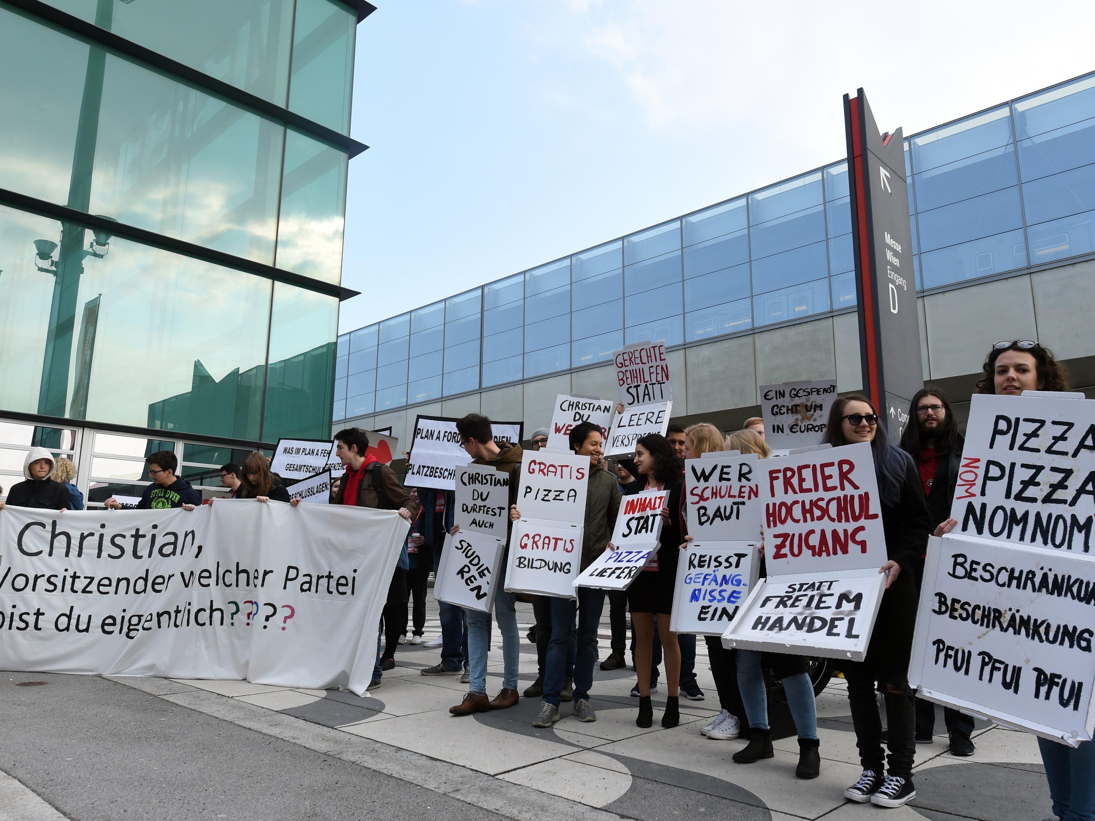 Bei der Kundgebung vor Beginn des Parteitags der Wiener SPÖ