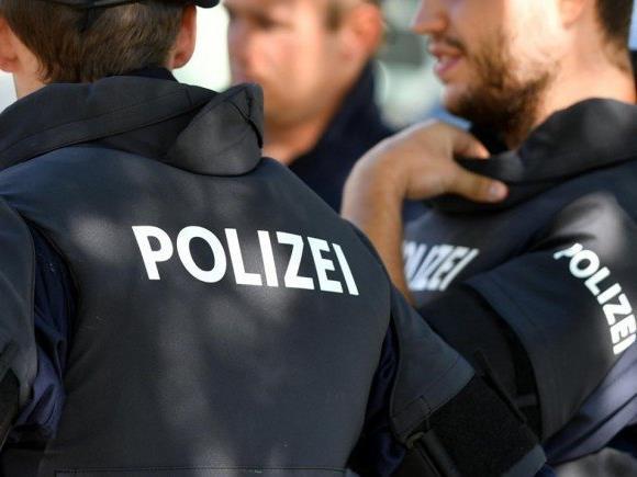 Polizisten, Lehrer und Sozialpädagogen sollen ihr Wissen weitergeben.