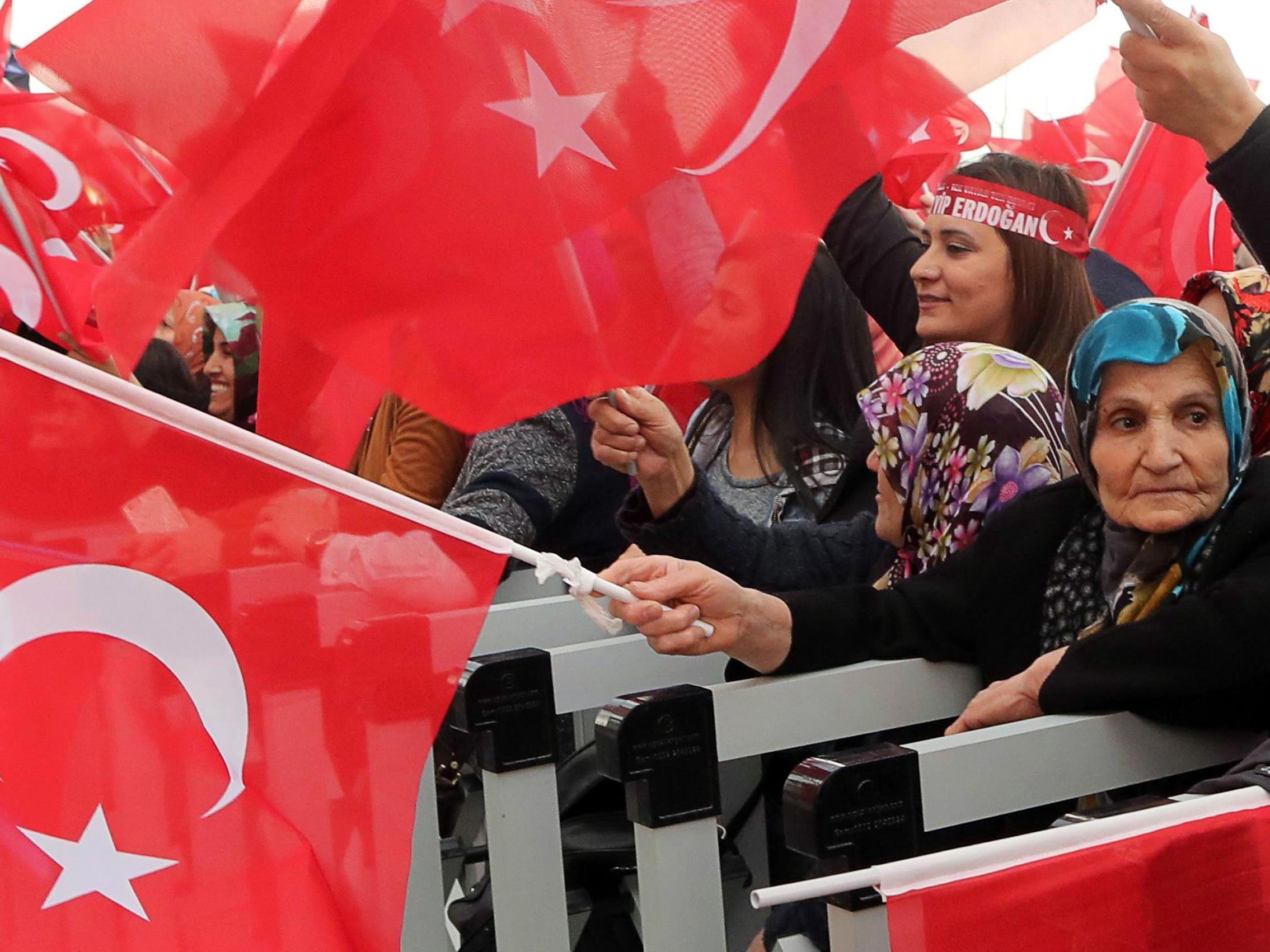 Nach dem Türkei-Referendum soll die Situation analysiert werden.