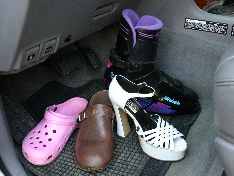 Alkohol, Drogen, Übermüdung – aber auch ungeeignetes Schuhwerk bringt unnötiges Risiko im Straßenverkehr
