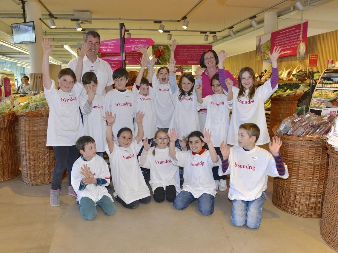 SchülerInnen der Volksschule Unterfeld besuchten den Sutterlüty Ländlemarkt in Lauterach
