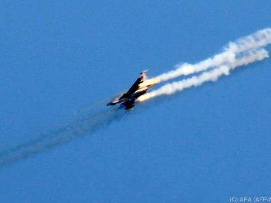 Laut Beobachtern griffen Kampfflugzeuge trotz Sicherheitszonen an