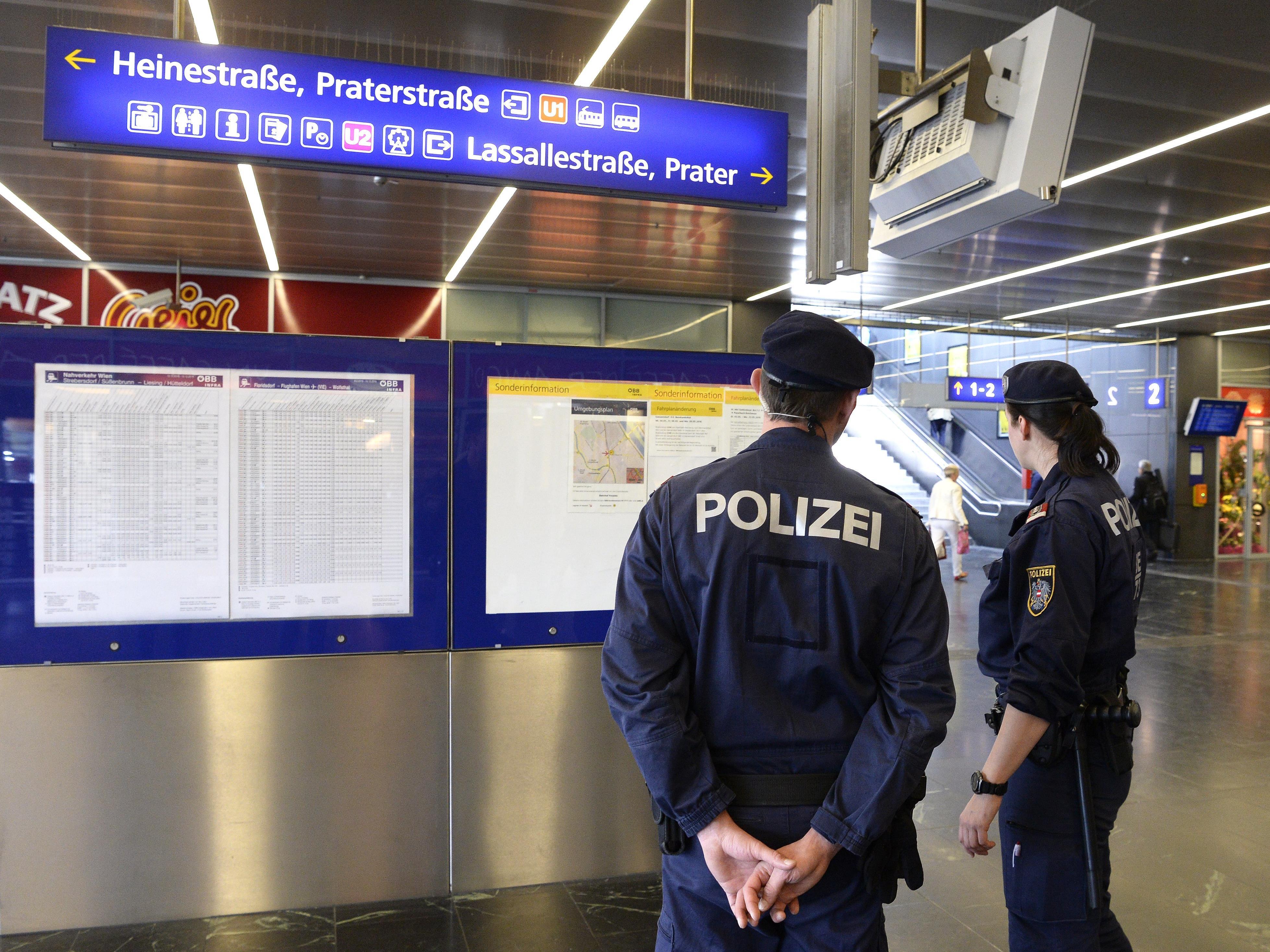 Vier Festnahmen von mutmaßlichen Dealern am Wiener Praterstern.