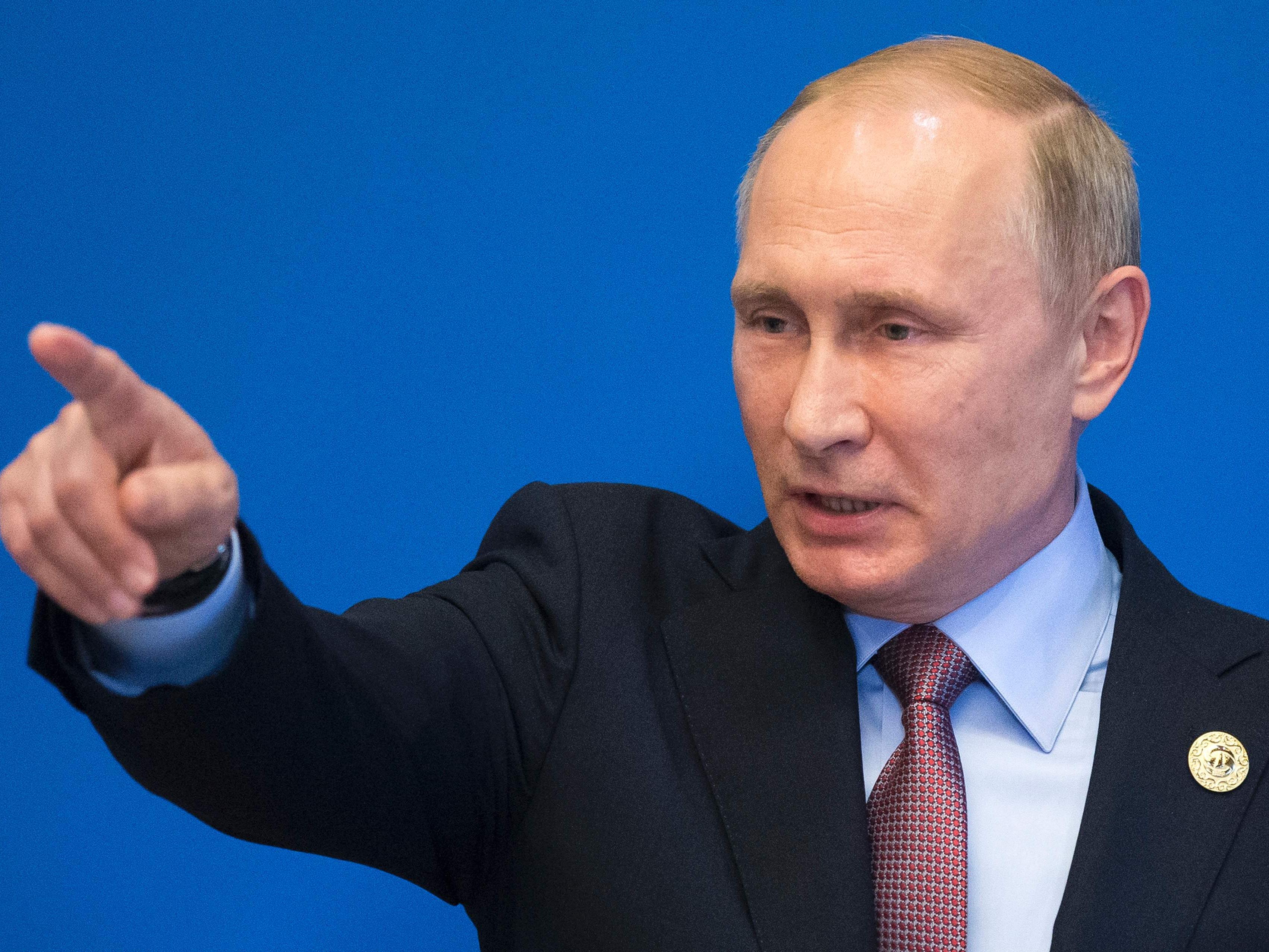 Putin springt Trump zur Seite.