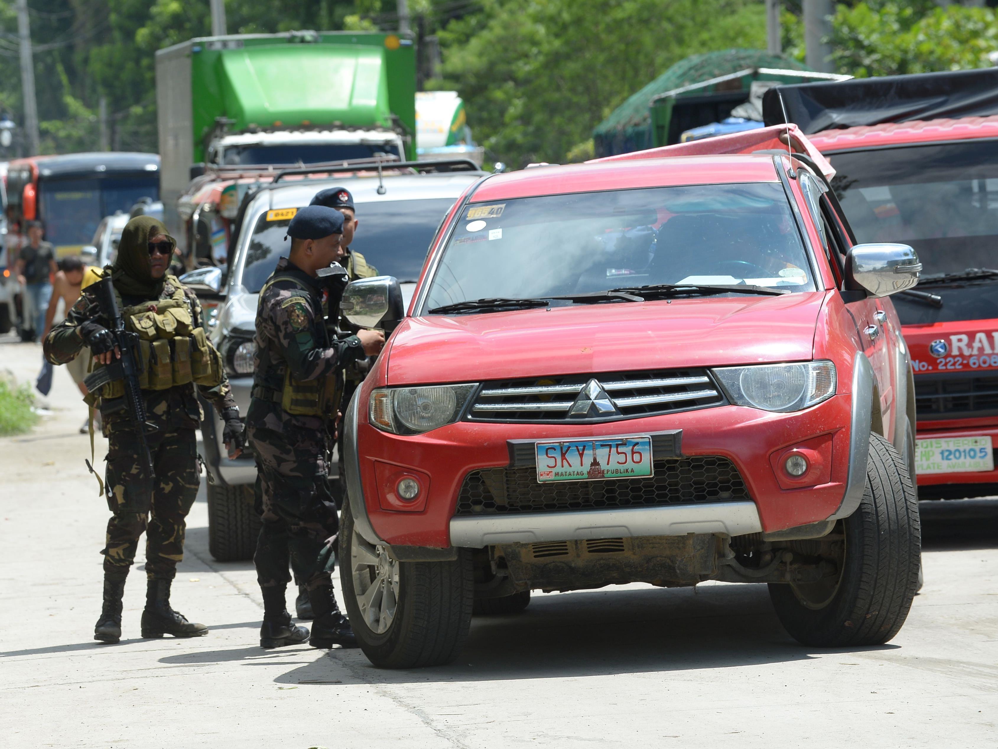 ) - Radikalislamische Extremisten sind in eine Stadt im Süden der Philippinen eingefallen und haben dort mehrere Soldaten und Polizisten getötet und Christen als Geiseln genommen.