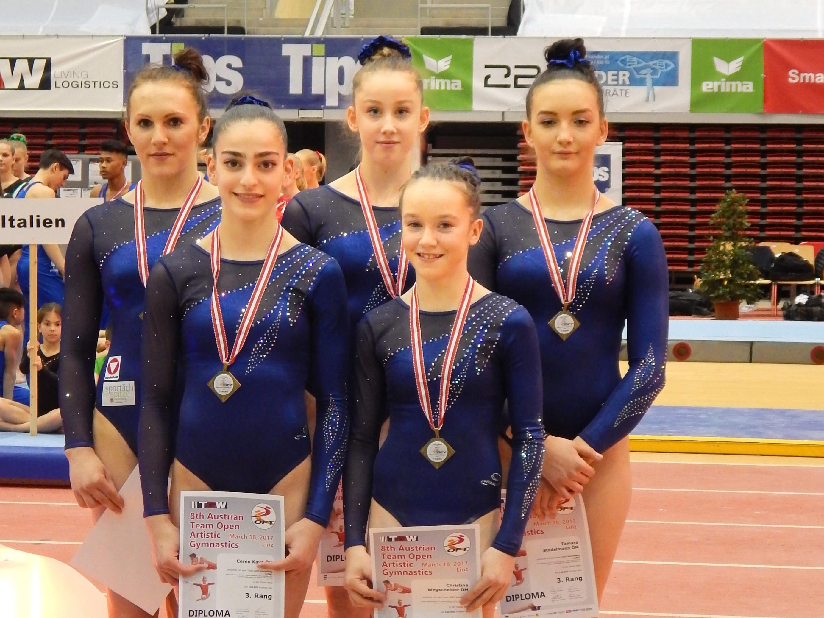 Das Vorarlberger Eliteteam der Damen mit Johanna Schwärzler (hinten Mitte)