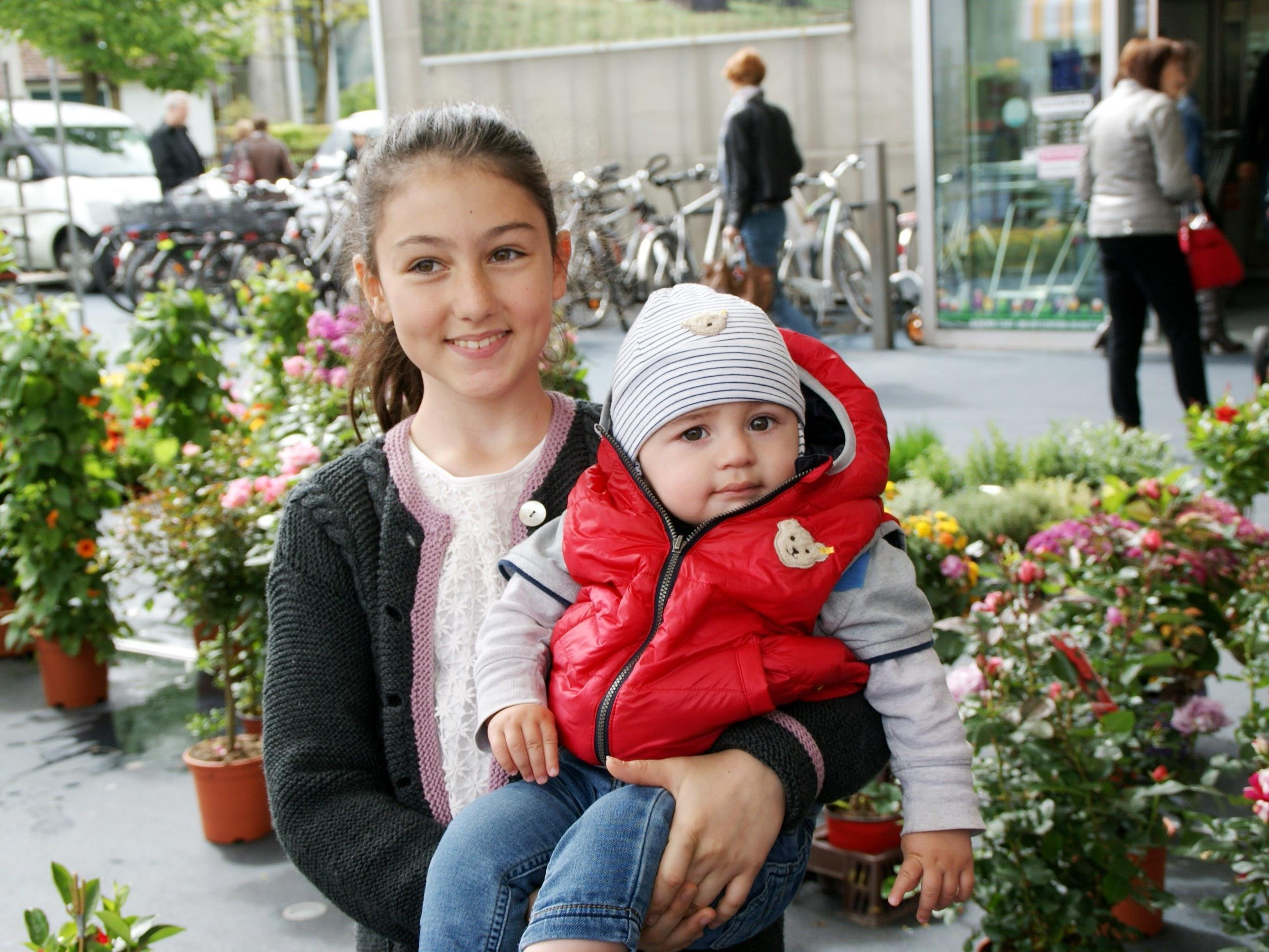 Alessandra (11) und Laurent - Morgen ist Muttertag!