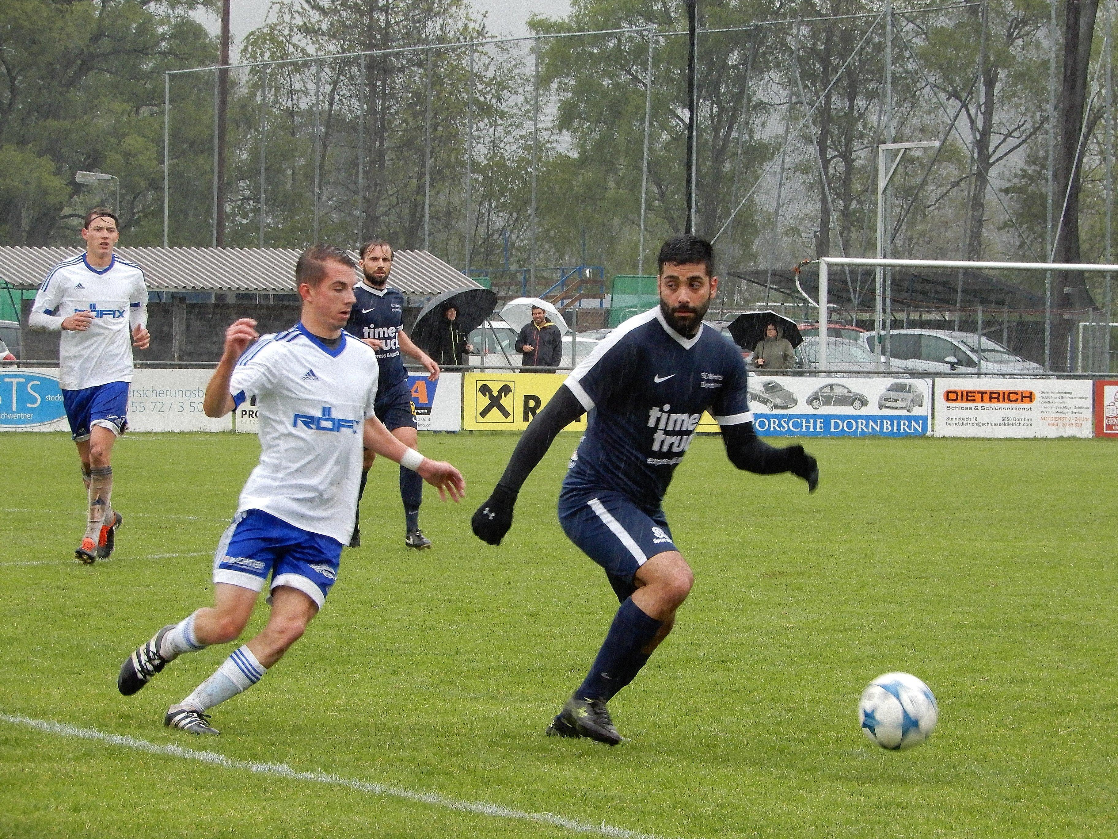 Den Zuschauern beim Vorarlbergliga-Spiel SC Admira Dornbirn gegen SC Röthis wurde eine rasante Partie geboten.