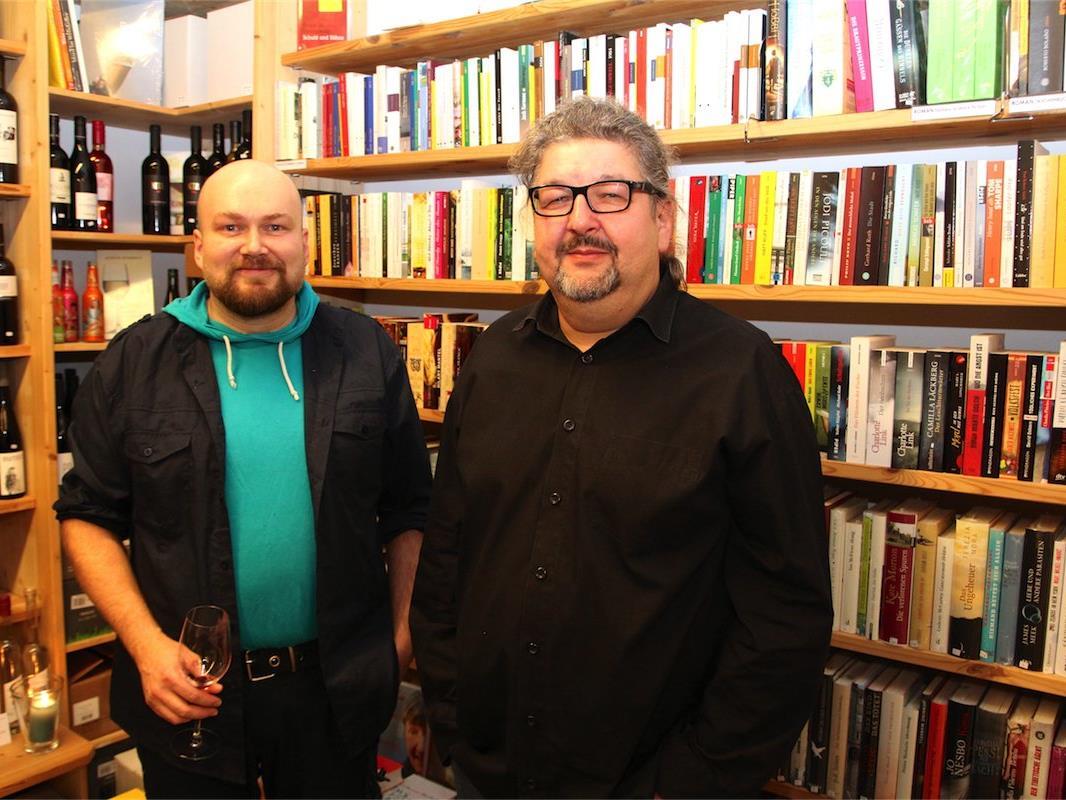 Markus Mörschbacher und Thomas Würbel von der Buchhandlung M&M/entkorkt und ausgetrunken in Klaus.