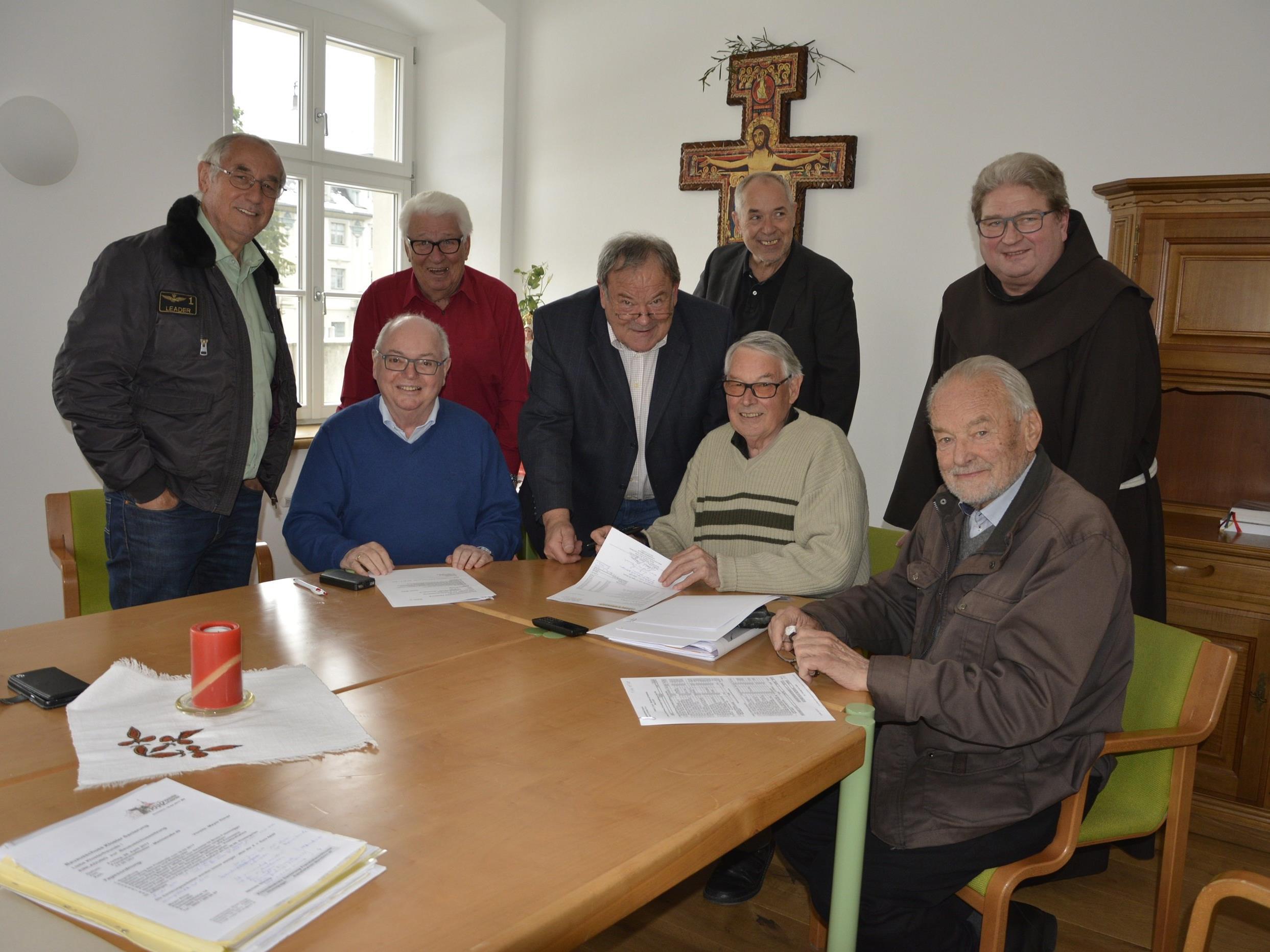 Der Bauausschuss bei der Sitzung zur dritten Bauetappe des Klosters.