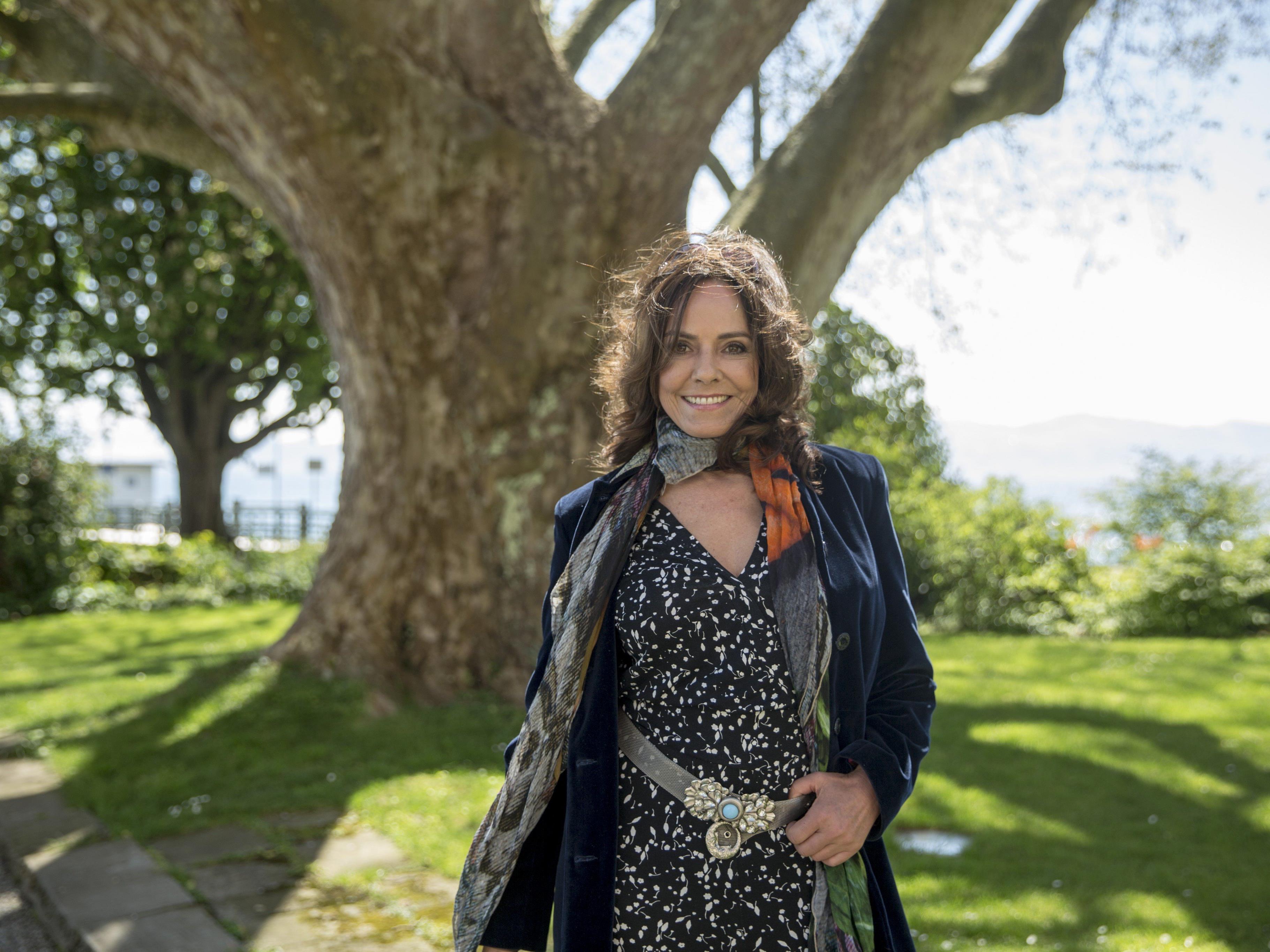 """WANN & WO traf Beatrix Bilgeri im Lindauer Hotel Bad Schachen: """"Laura liebte es als Kind, auf den riesigen Baum hinter mir zu klettern."""""""