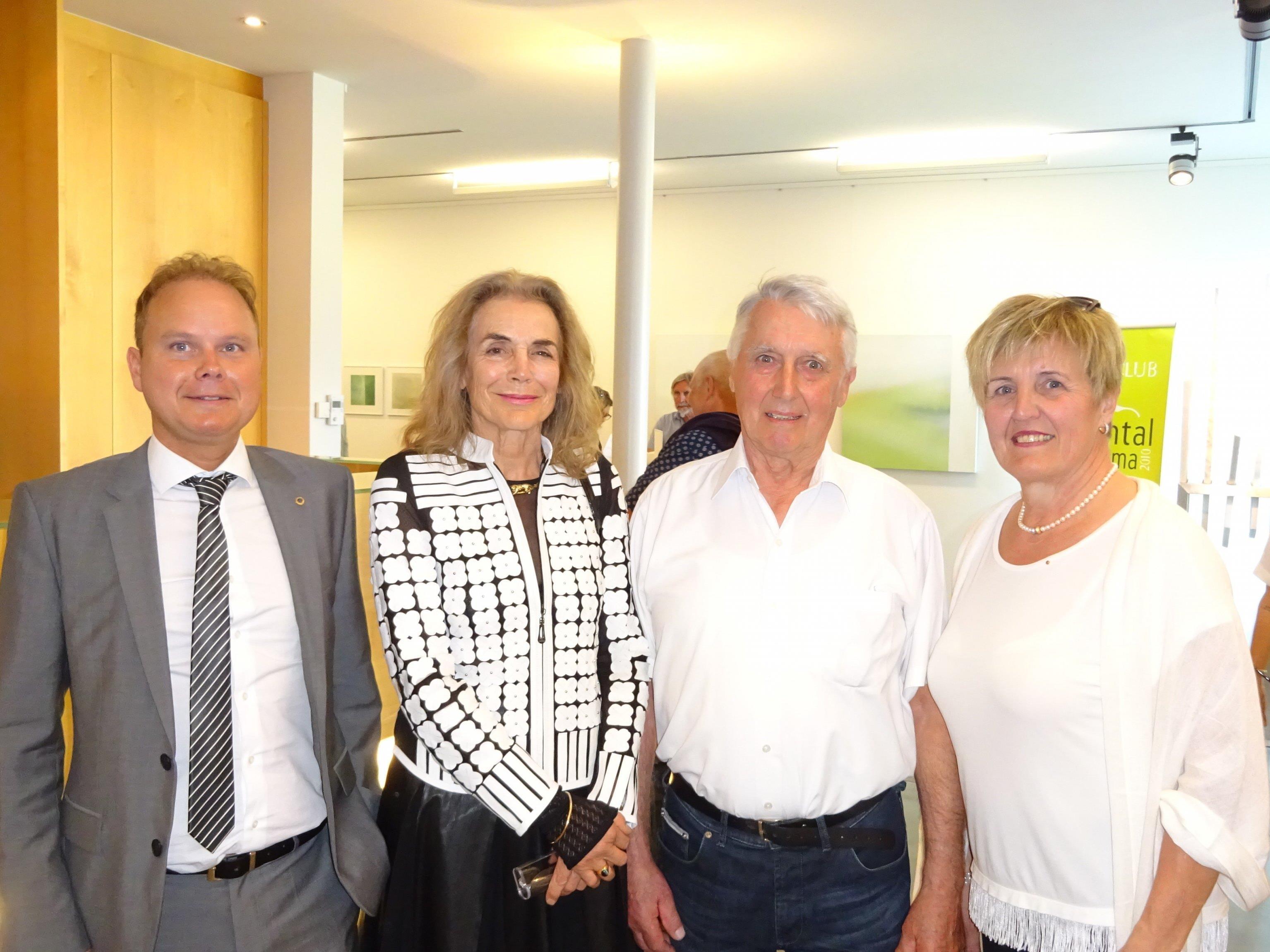 v.l. Thomas Lang (Präsident Lions Rheintal amKumma), Evelyn Rodewald, Alwin Rohner und Marie-Luise Dietrich