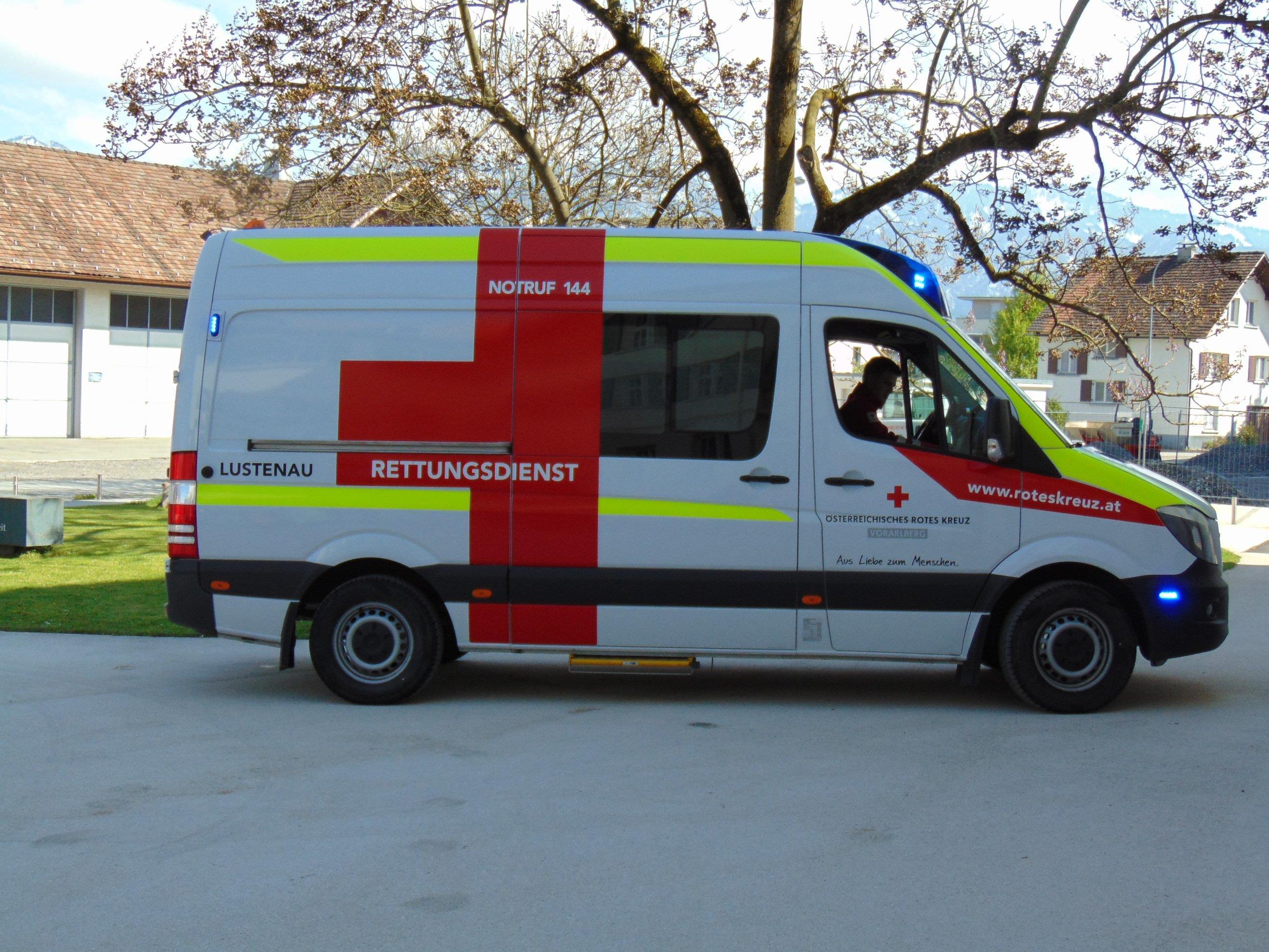 Die neuen Einsatzfahrzeuge in Lustenau erhalten den kirchlichen Segen