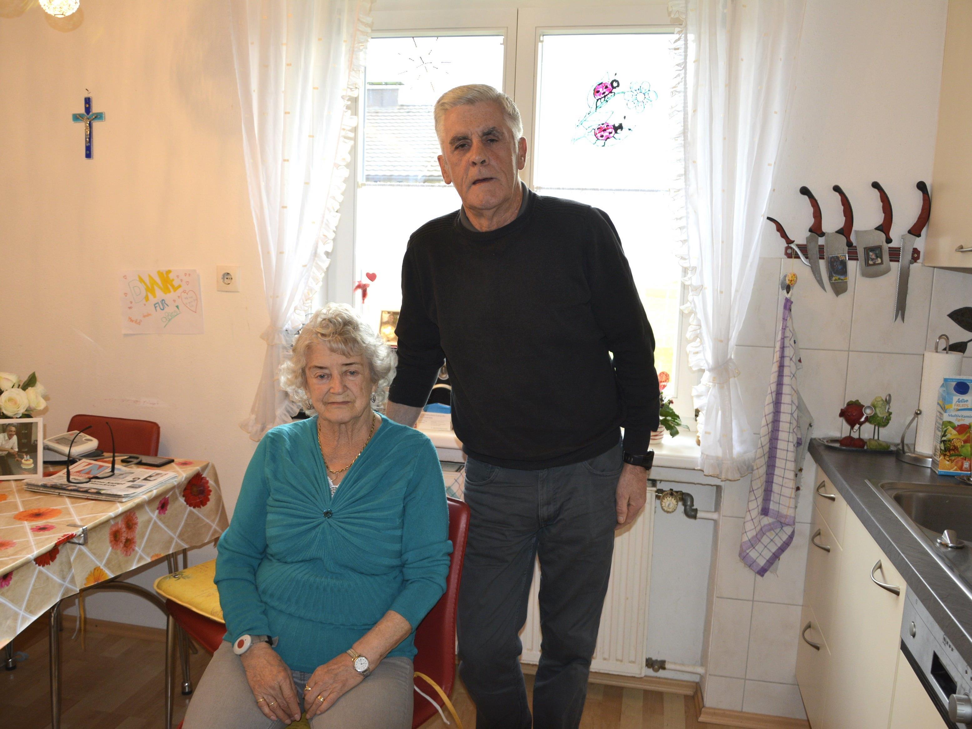 John Hume ist seit 33 Jahren in Lustenau. Hedwig Stocklasa ist eine seiner Klientinnen, die er betreut.