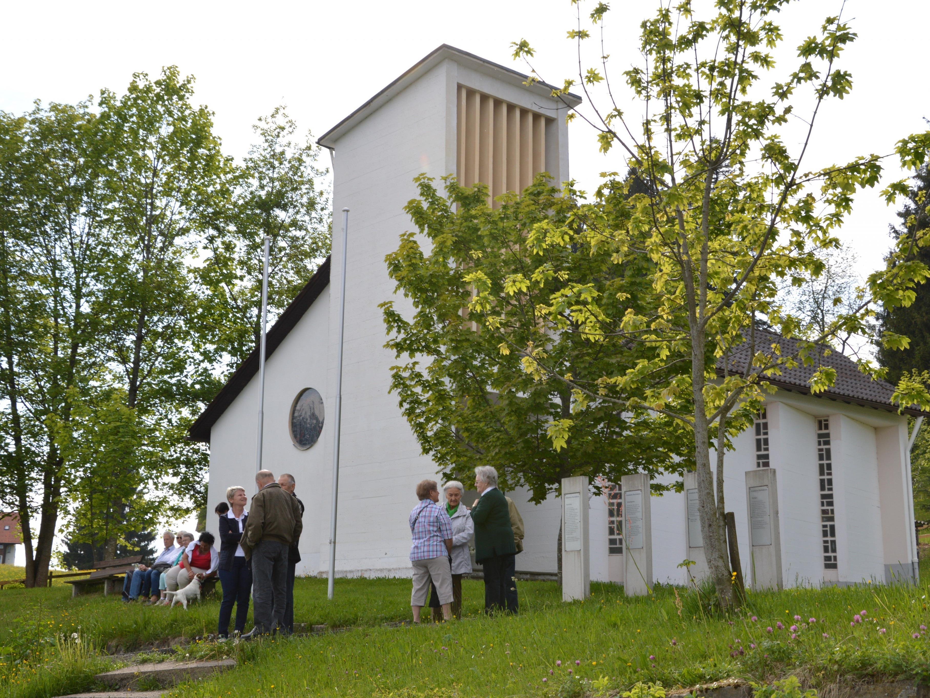 Der Feriensiedlungsverein Lustenau-Oberbildstein lädt zur Maiandacht in die Schutzengelkapelle (erbaut 1961)  ein.