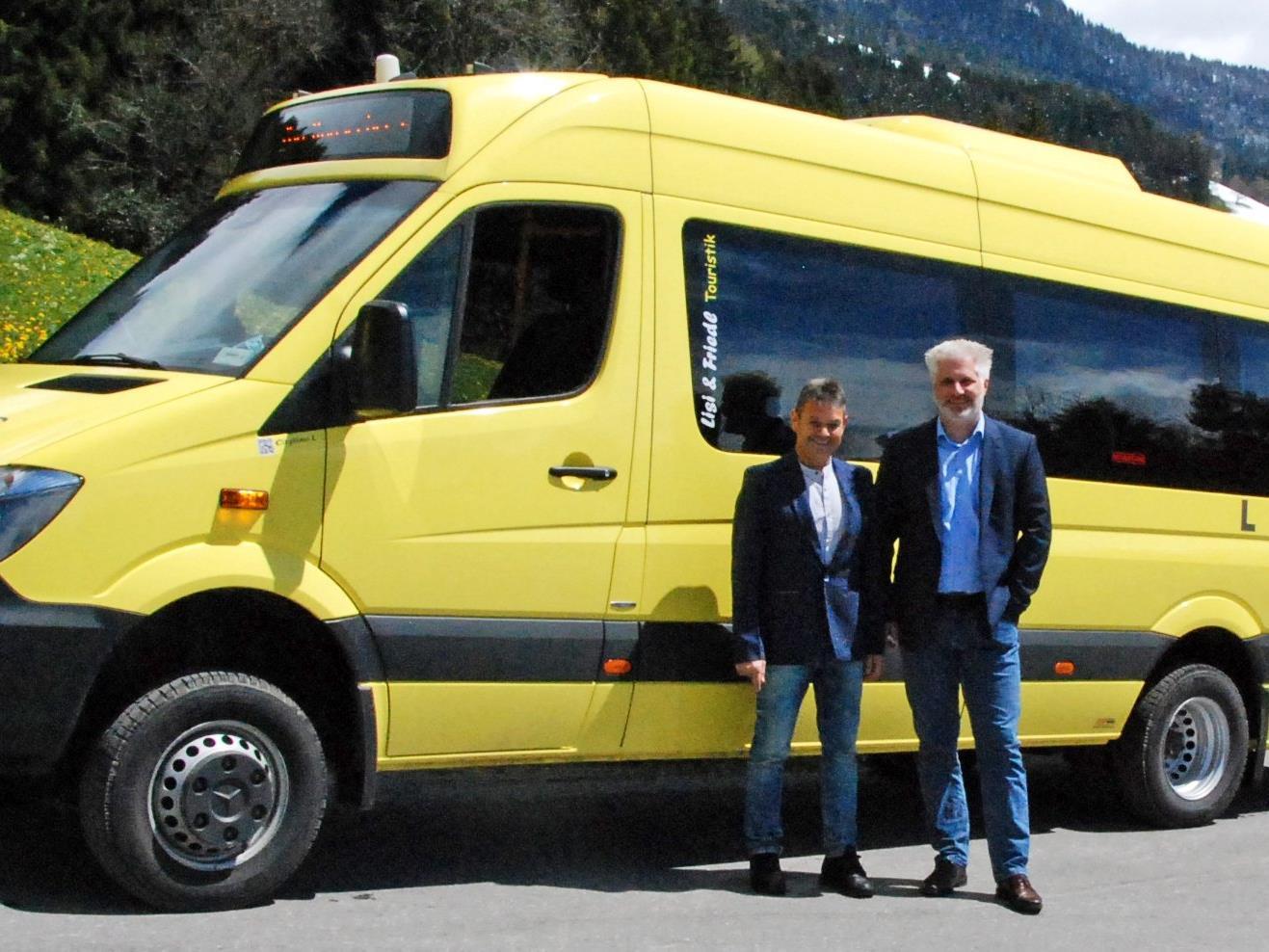 Bgm. Walter Rauch und Dreiklang-GF Matthias Mayr freuen sich über die neue Busverbindung