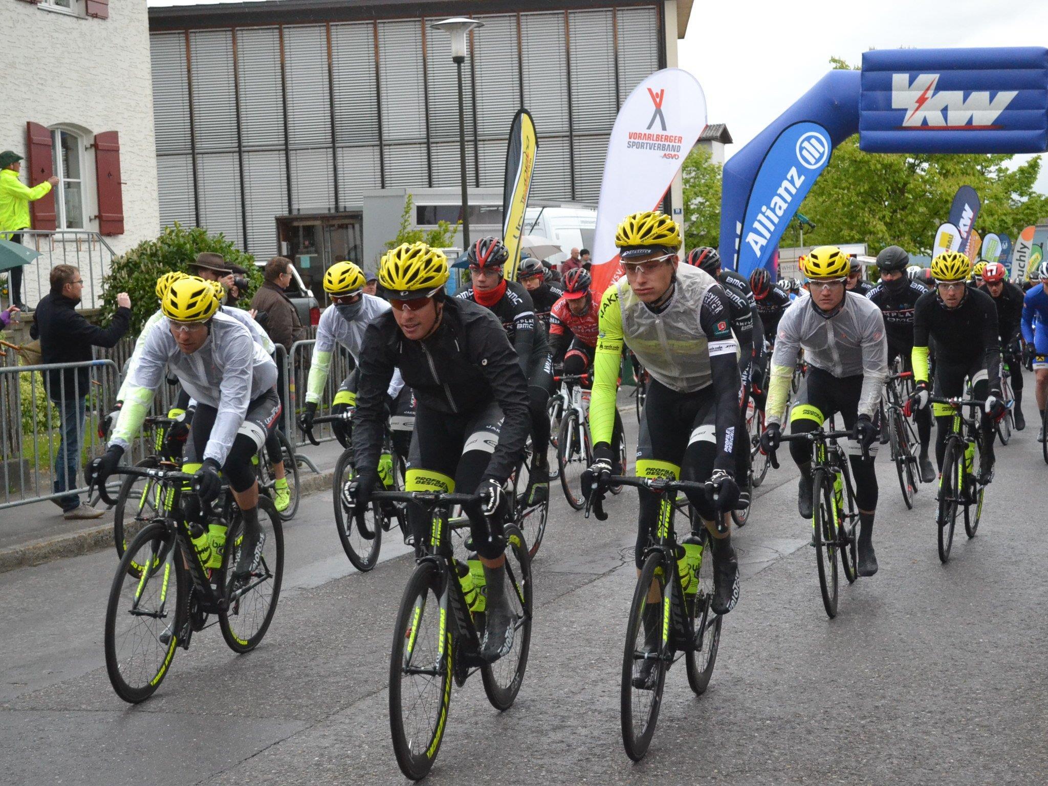Die Teilnehmer der Rad-Bundesliga hatten mit Wind und frostigen Temperaturen zu kämpfen.