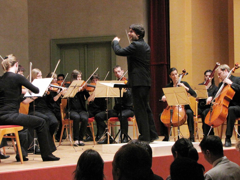 """Eröffnungskonzert des Kammerorchesters """"tonart sinfonietta"""" unter der Leitung von Markus Pferscher."""