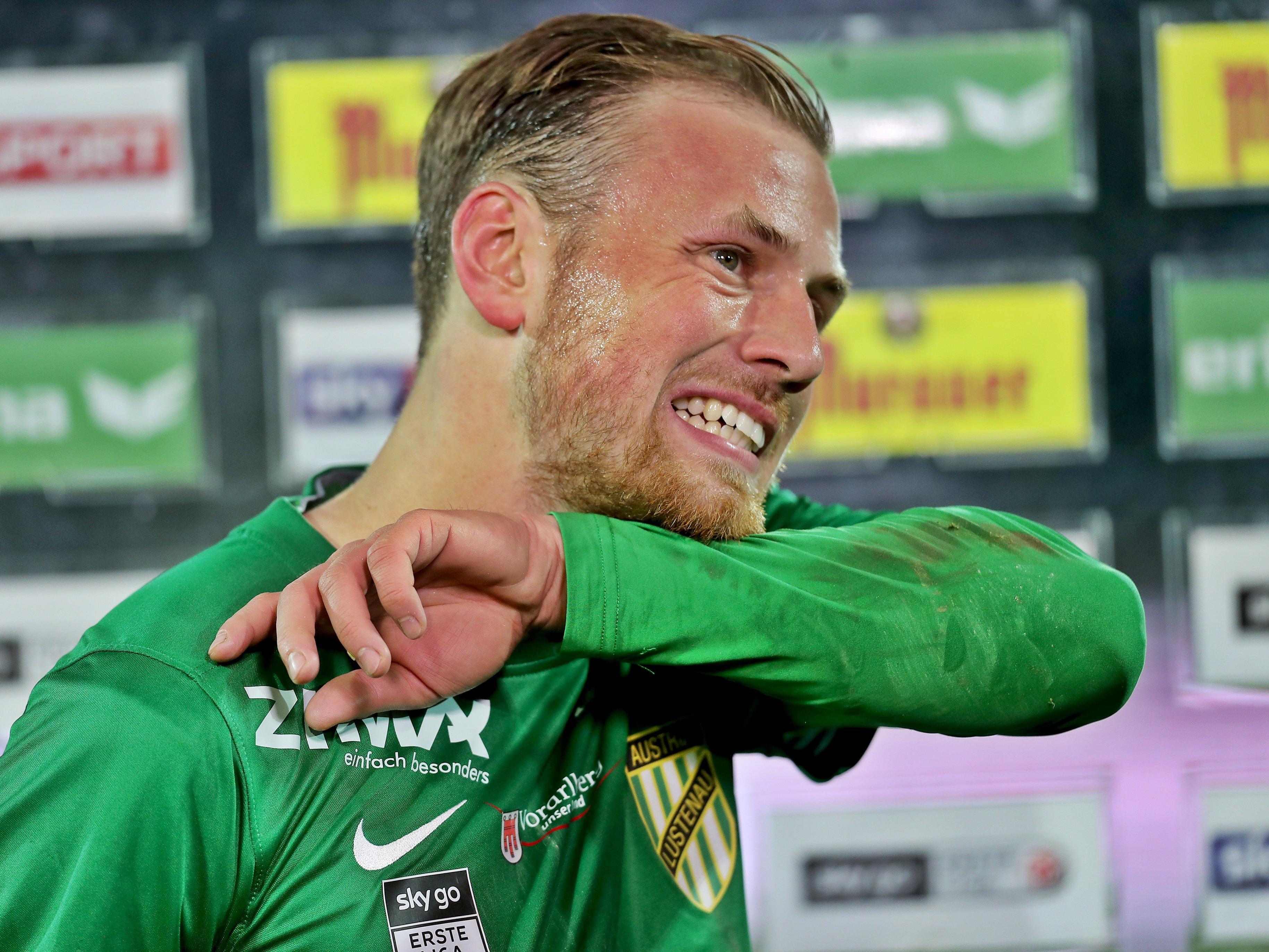 Der 24-jährige Deutsche unterschrieb beim Schlusslicht der Fußball-Bundesliga einen Dreijahresvertrag.
