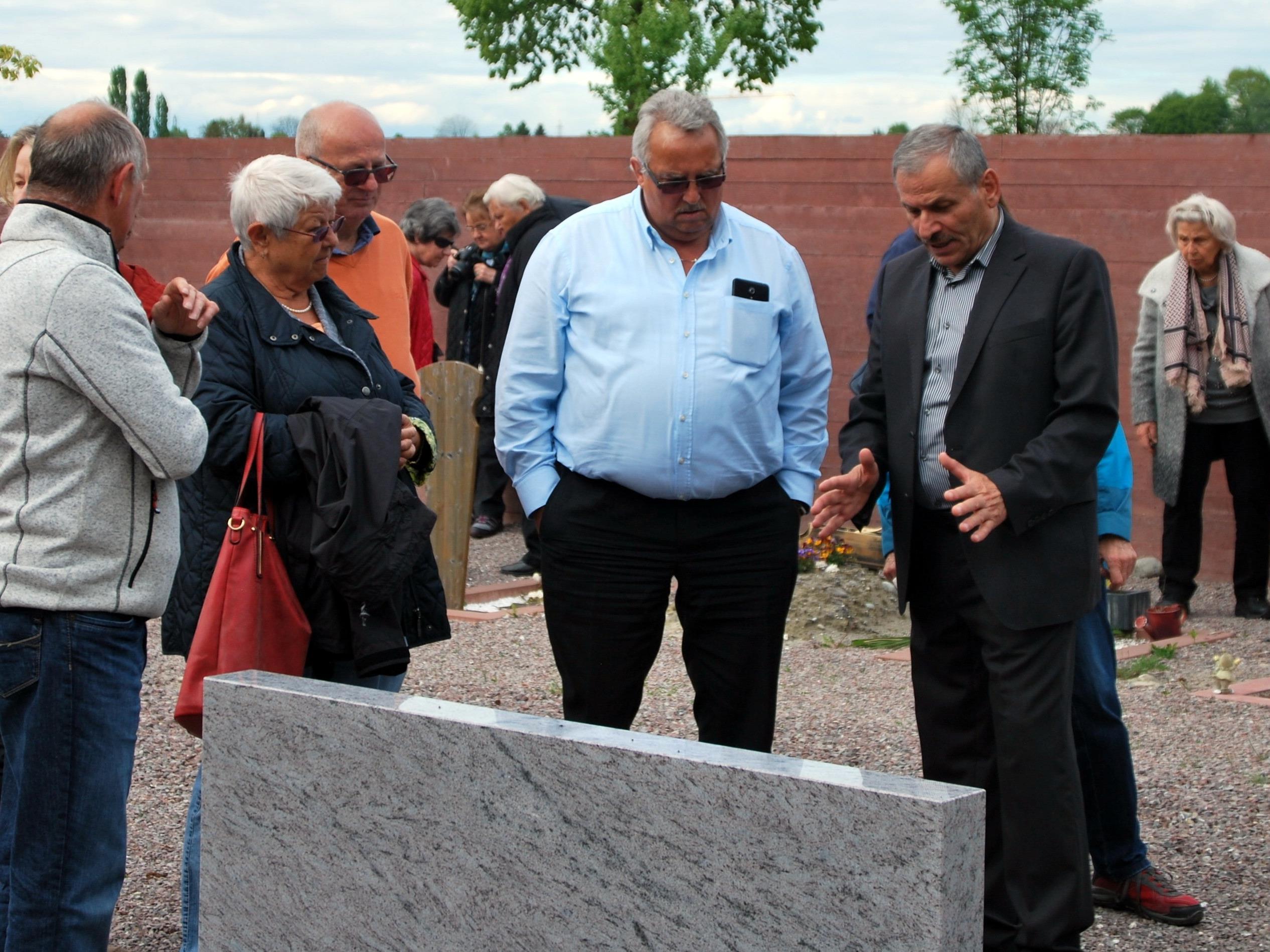 Der Seniorenbund Altach besichtigte den Islamischen Friedhof in Altach