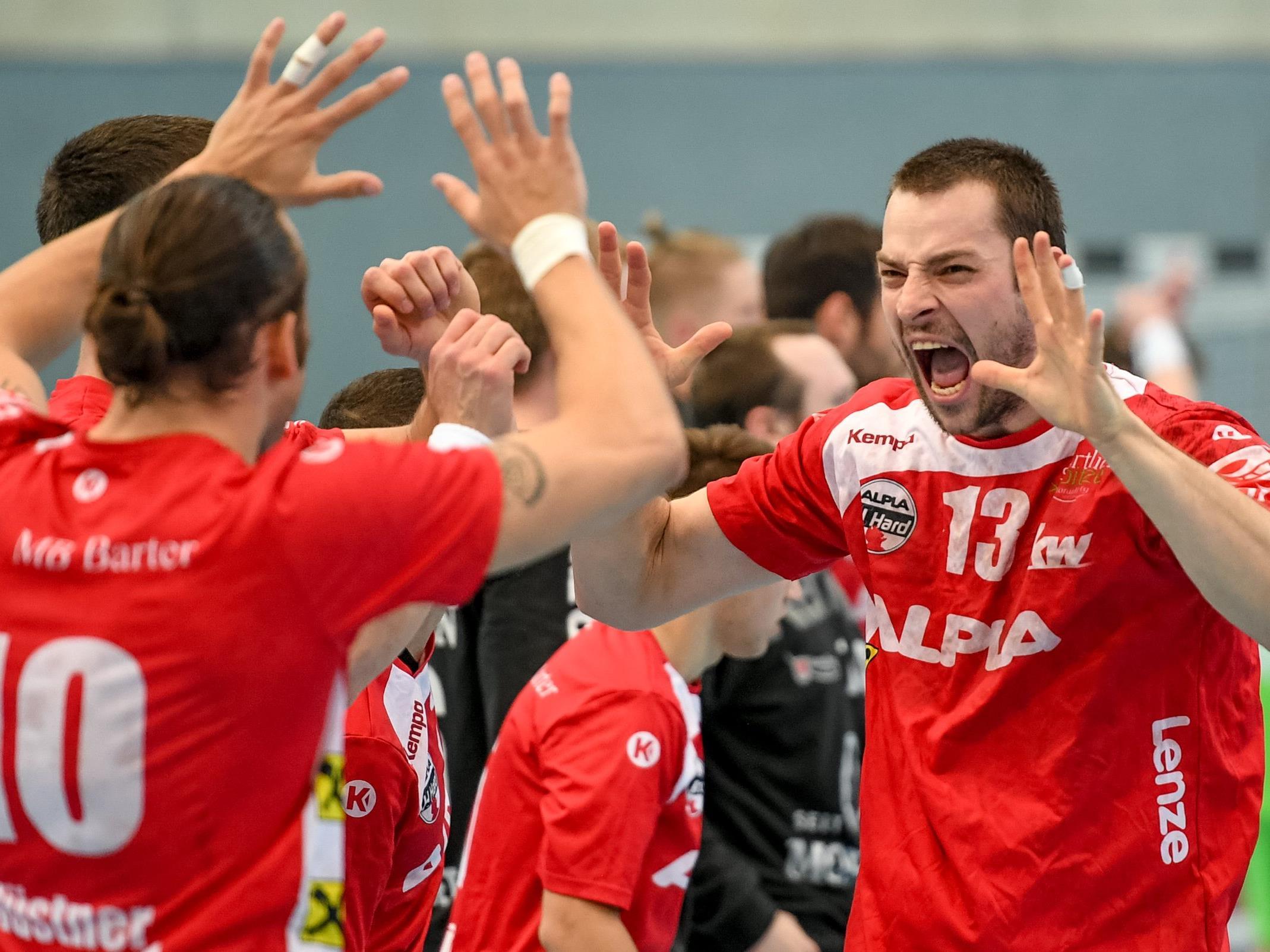 Frederik Wüstner und Marko Tanaskovic feiern ihren Sieg im Halbfinale.