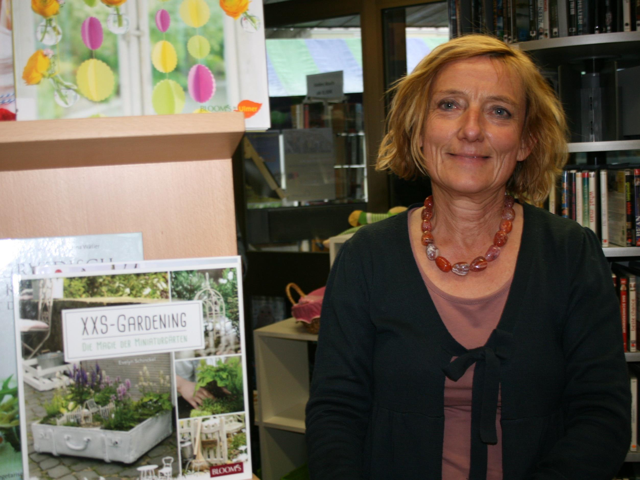 Bibliotheksleiterin Maria Berloffa freut sich über das rege Interesse.
