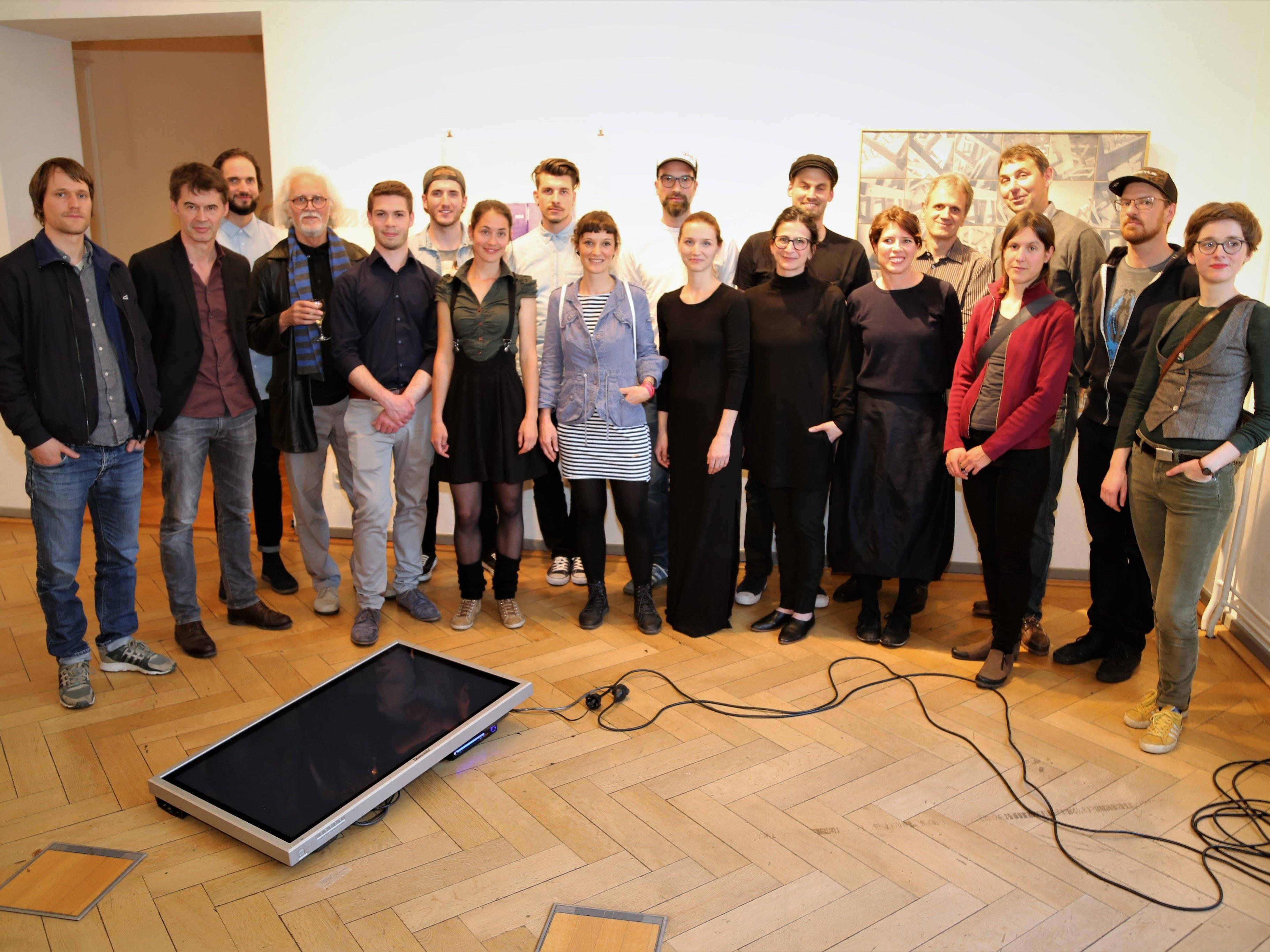 """Die 18 Künstler luden zur Eröffnung ihrer gemeinsamen Ausstellung """"Reproduktion""""  in die Villa Claudia."""