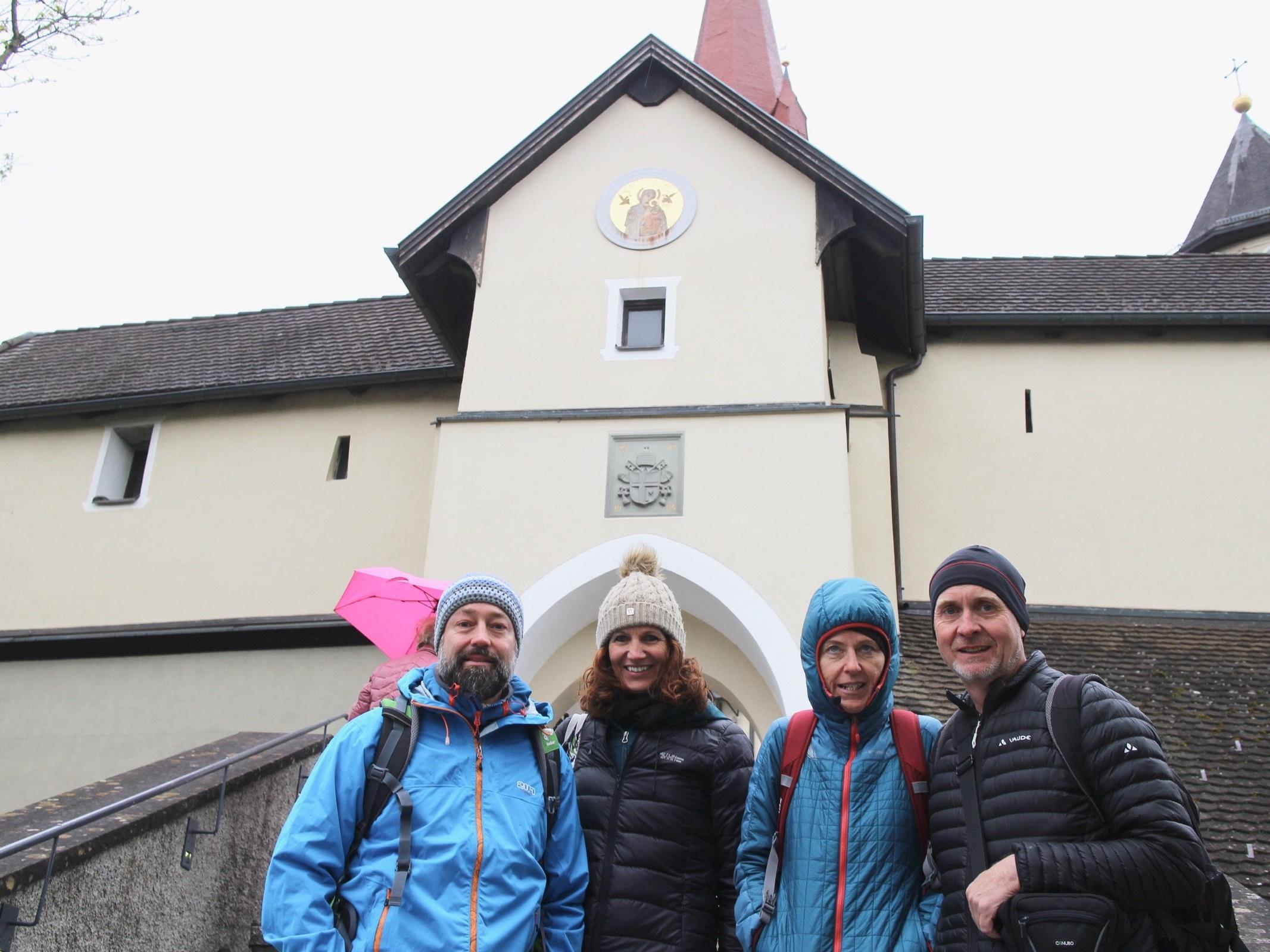 Diese kleine Pilgergruppe pilgerte bereits ab Mitternacht von Wolfurt bis zum Liebfrauenberg in Rankweil