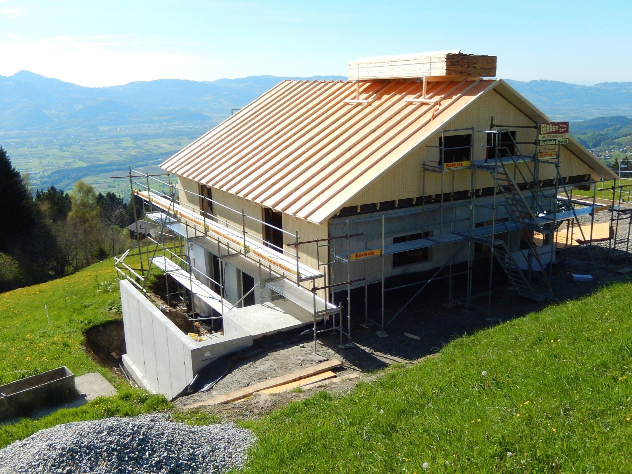 In kürzester Zeit war die Holzkonstruktion der neuen Pfadihütte aufgebaut.