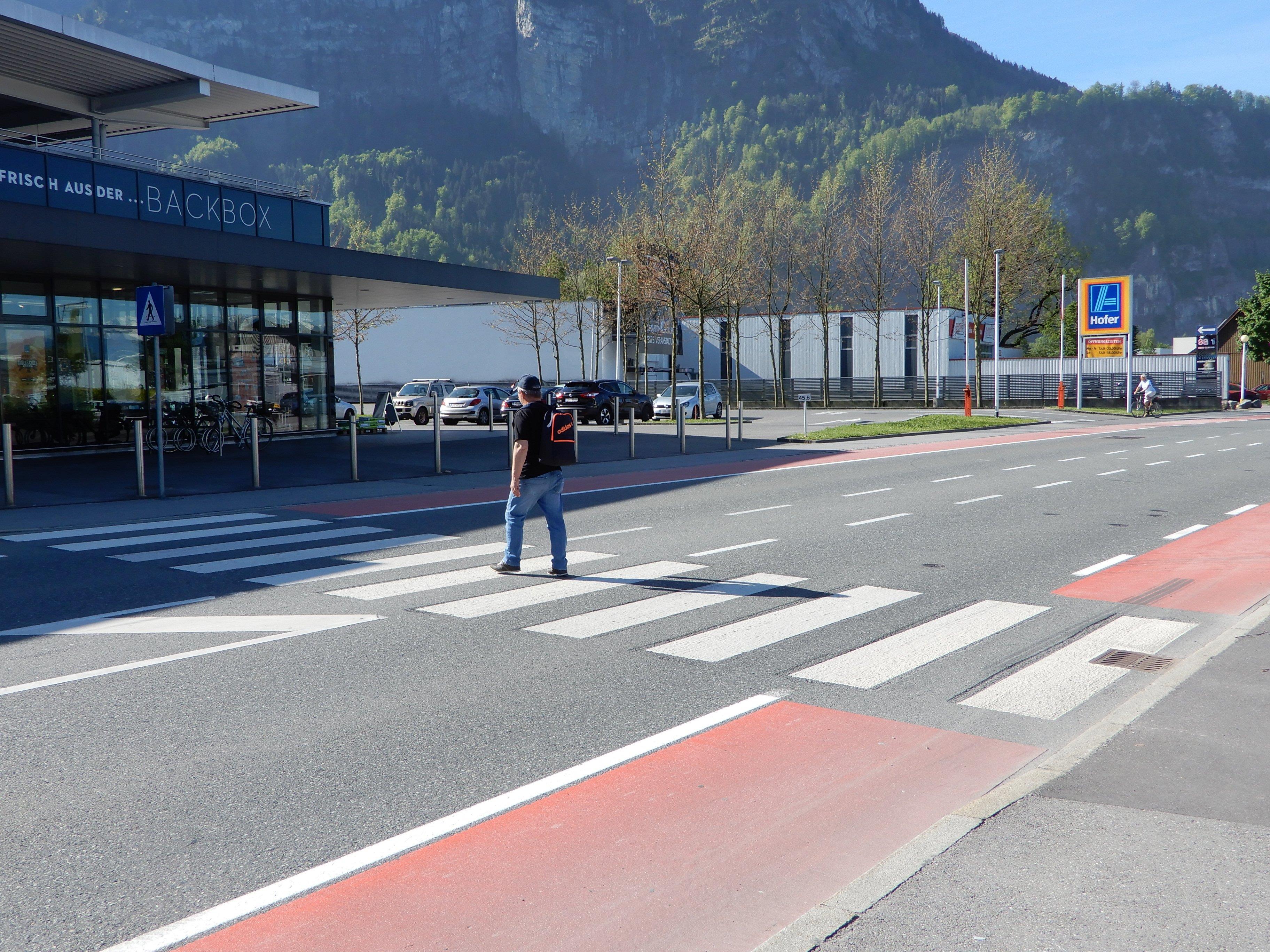 Laut der Abteilung Straßenbau beim Land ist der Schutzweg im Wallenmahd ausreichend gesichert.