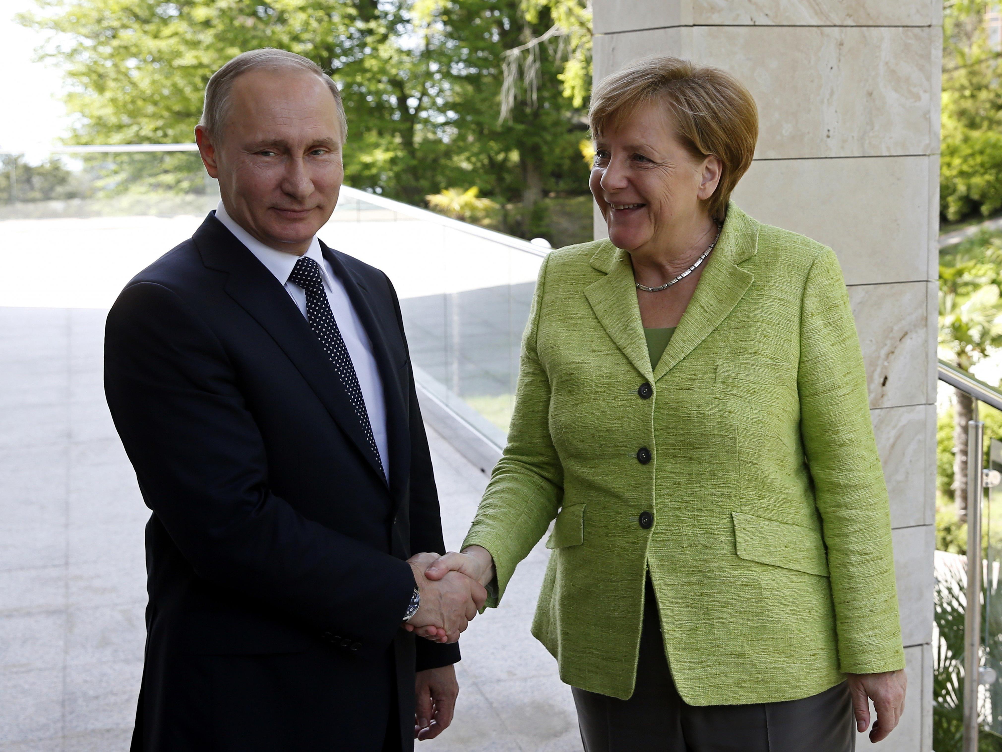 Angela Merkel traf sich Anfang mai mit Wladimir Putin in Sotschi.