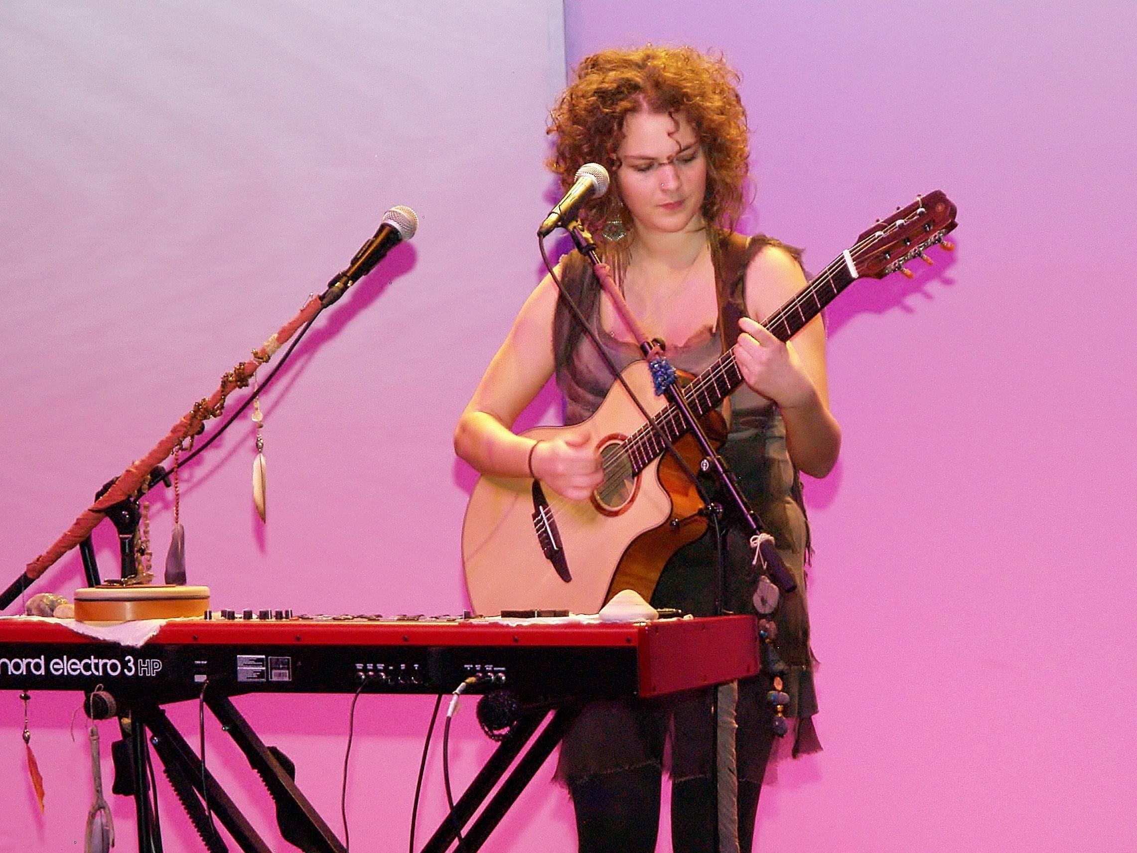 """Am Freitag, den 2. Juni 2017 findet um 20 Uhr im Verein """"Tankstelle"""" in Bregenz ein Konzert von Magdalena Grabher statt."""