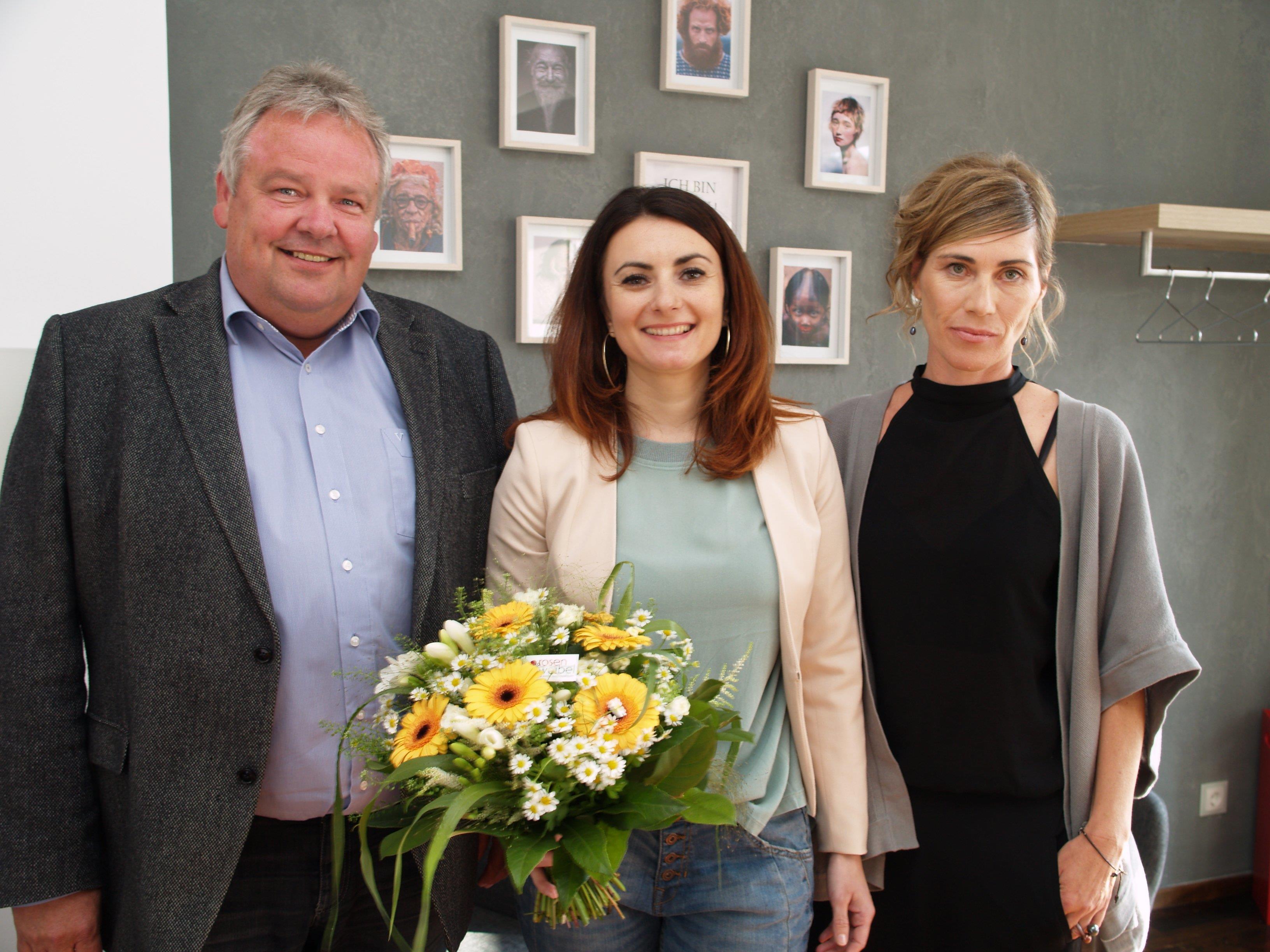 Bürgermeister Karl Wutschitz mit Irina Hocak und Gaby Lins bei der Eröffnung.