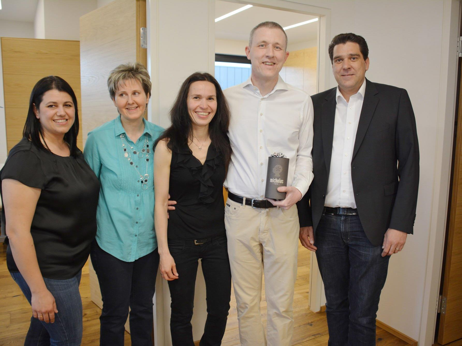Das Team: Sajma Coralic, Marion Weber mit Christine und Andreas Astheimer; Bgm Harald Köhlmeier.