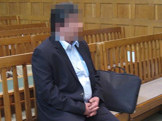 45-jähriger Familienvater mit einer Reihe von schweren Vorwürfen konfrontiert .