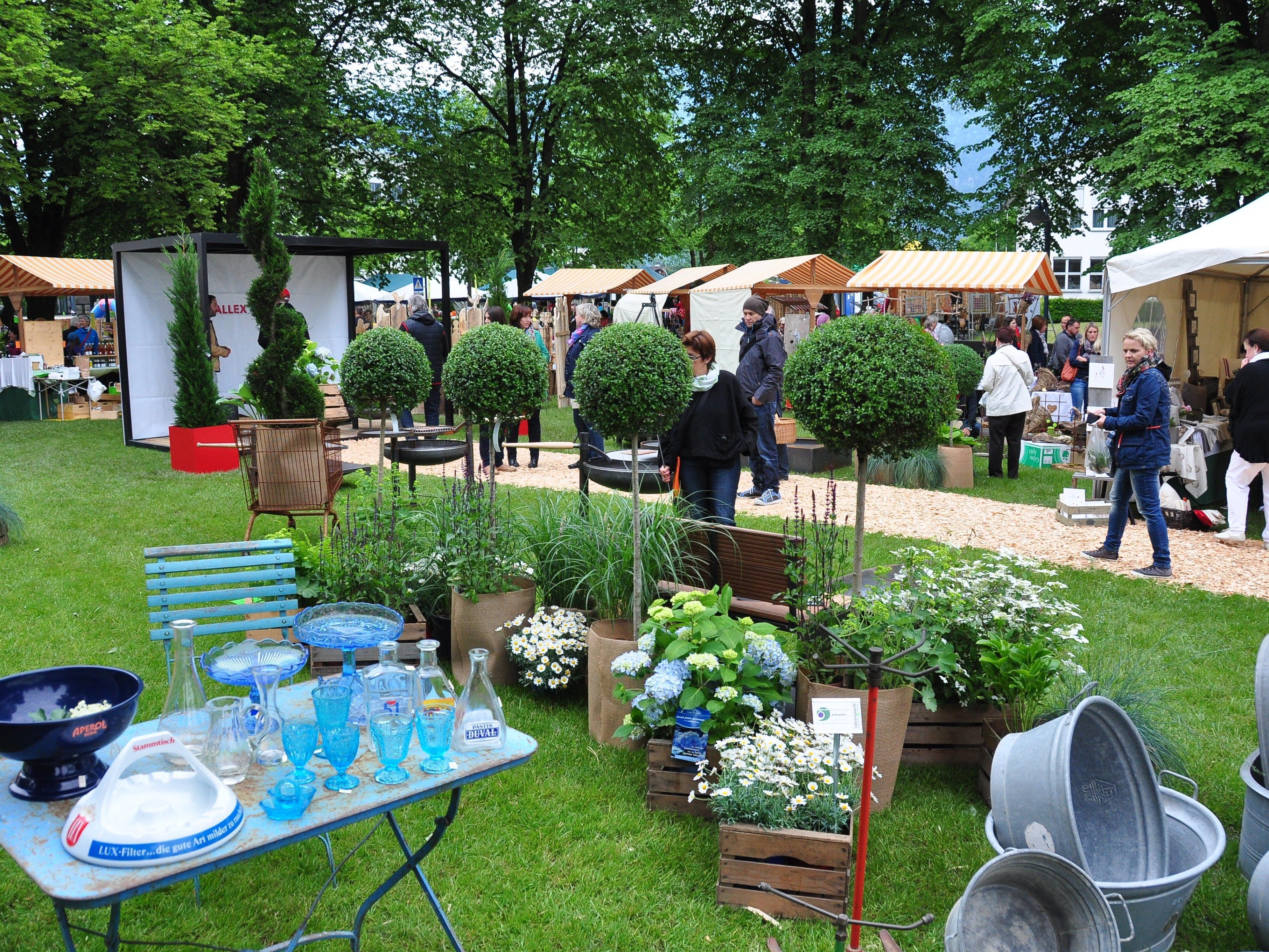 """Der """"Markt am Altacher Dorfplatz"""" ist eine Fundgrube für floristische und handwerkliche Raritäten."""