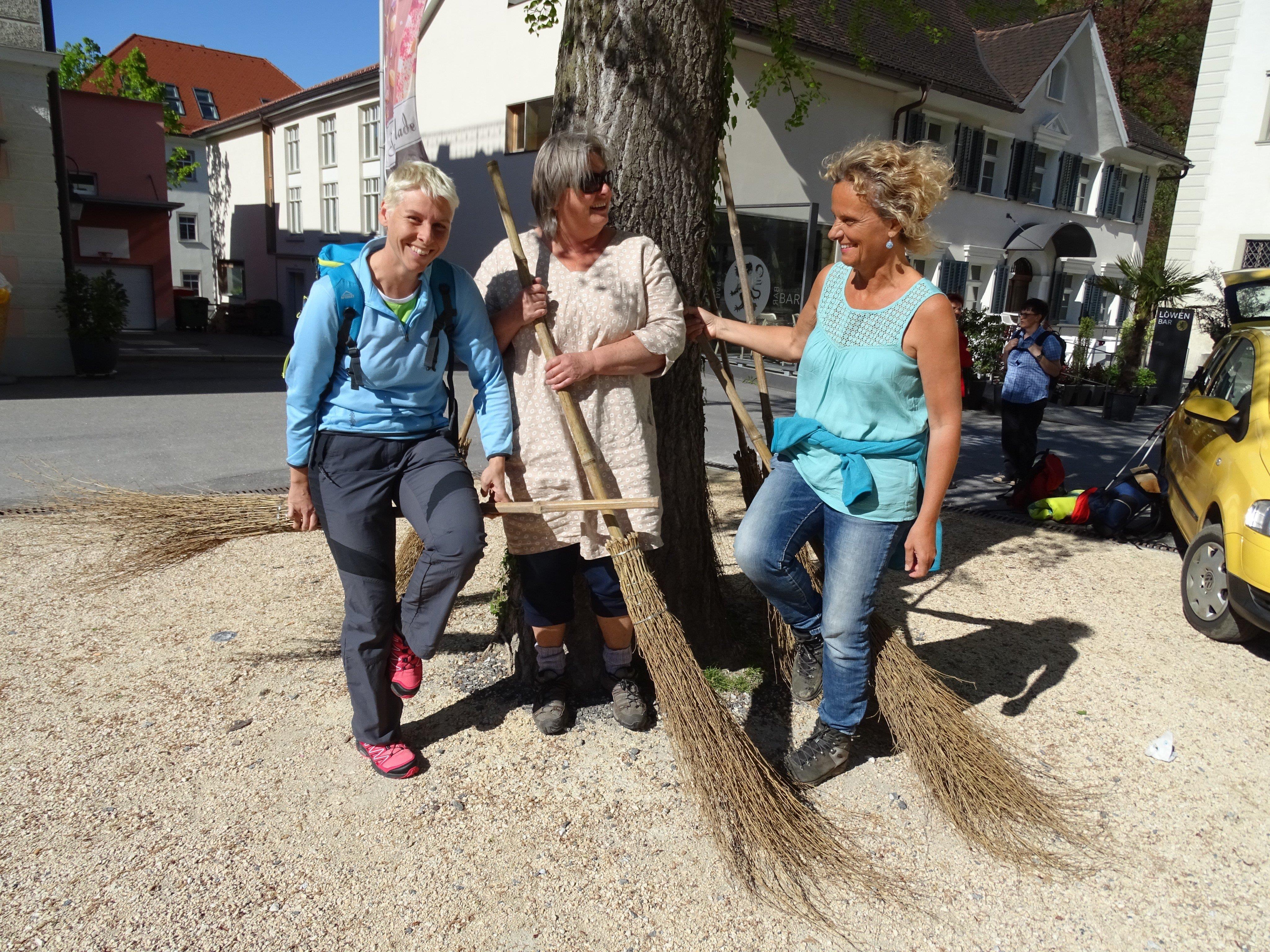 """Die """"Emsbachinnen"""" StR. Patricia Tschallener mit Katharina Waibel und Renate Feichtinger (v.l.)"""
