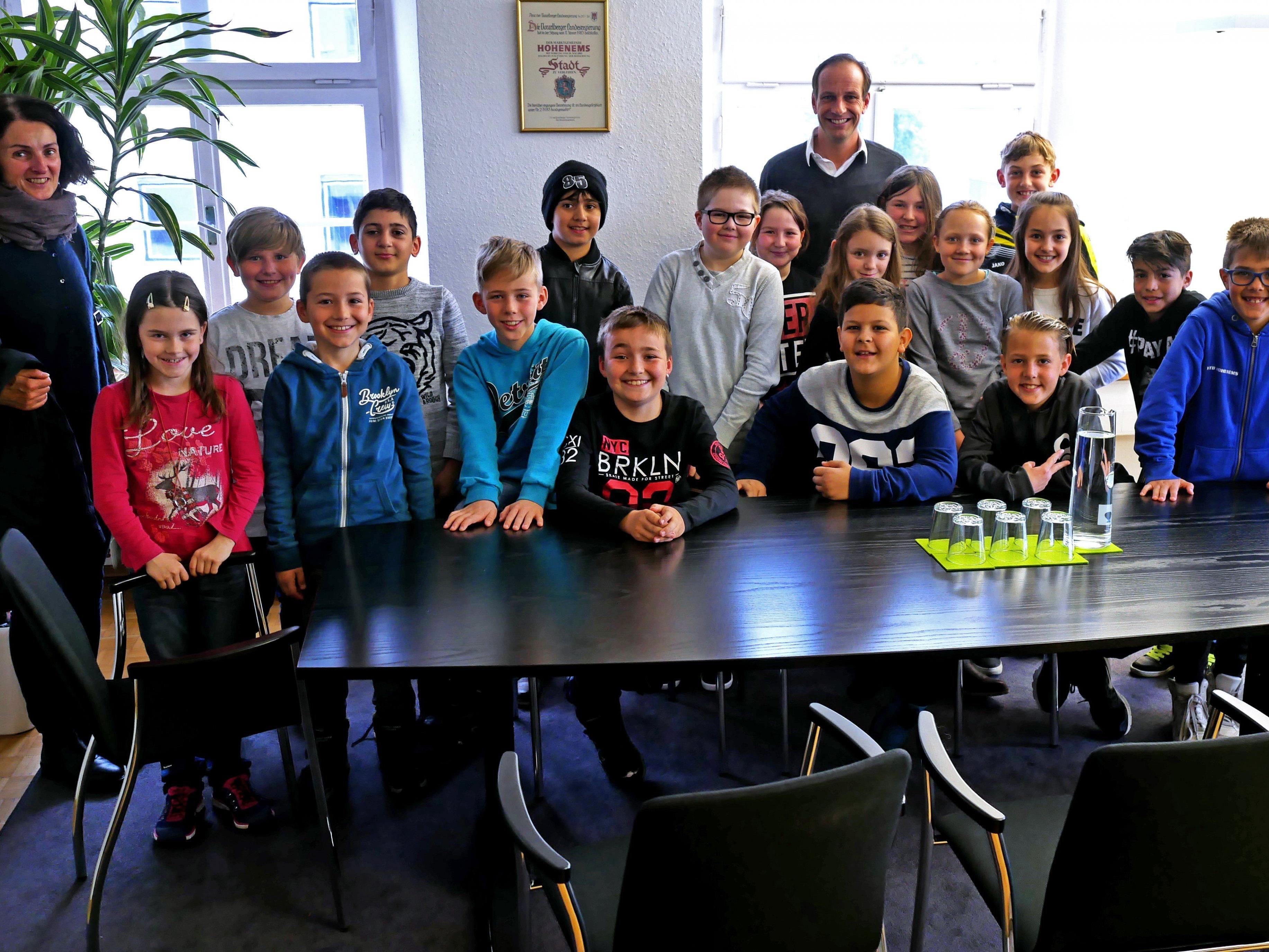 Die Schüler/innen der 3c der VS Herrenried zu Gast im Bürgermeisterbüro.