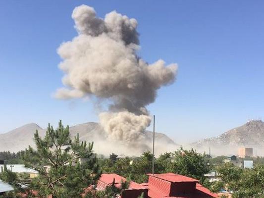 Bei der Explosion einer Autobombe in der Nähe der deutschen Botschaft in Kabul sind Polizeiangaben zufolge mehrere Menschen getötet worden.