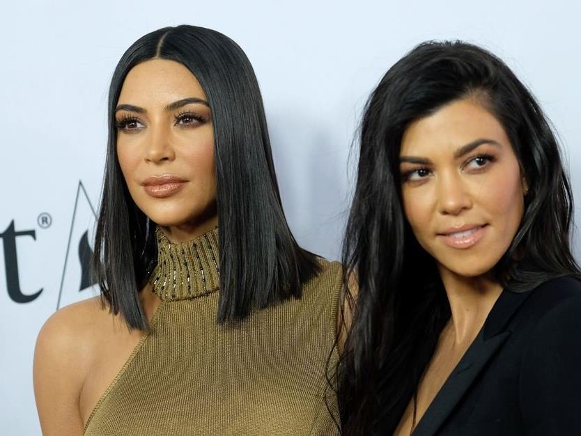 Kim und Kourtney Kardashian.