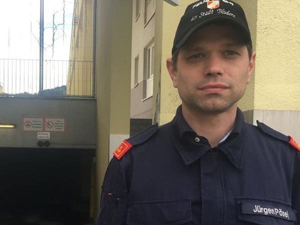 Der Bludenzer Feuerwehrkommandant Jürgen Pösel berichtet von den Löscharbeiten in einer Bludenzer Tiefgarage.