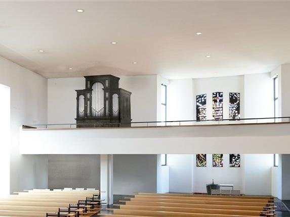 Collage: Die LINK - Orgel auf der Empore der Tisner Pfarrkirche