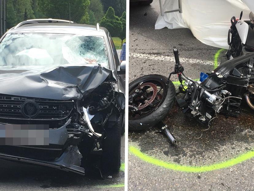 Ein Motorrad kollidierte mit einem Pkw