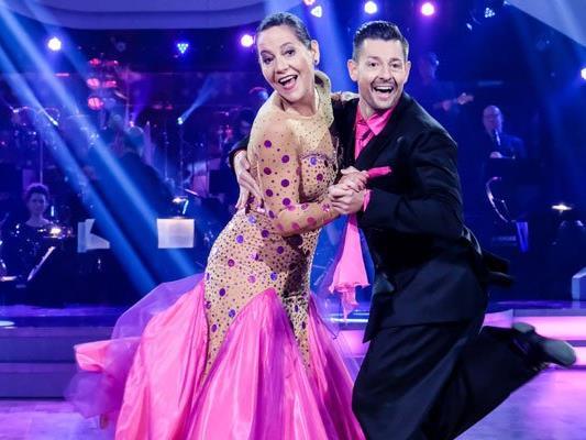 Monica Weinzettl - hier mit Tanzpartner Florian Gschaider - hat ausgetanzt