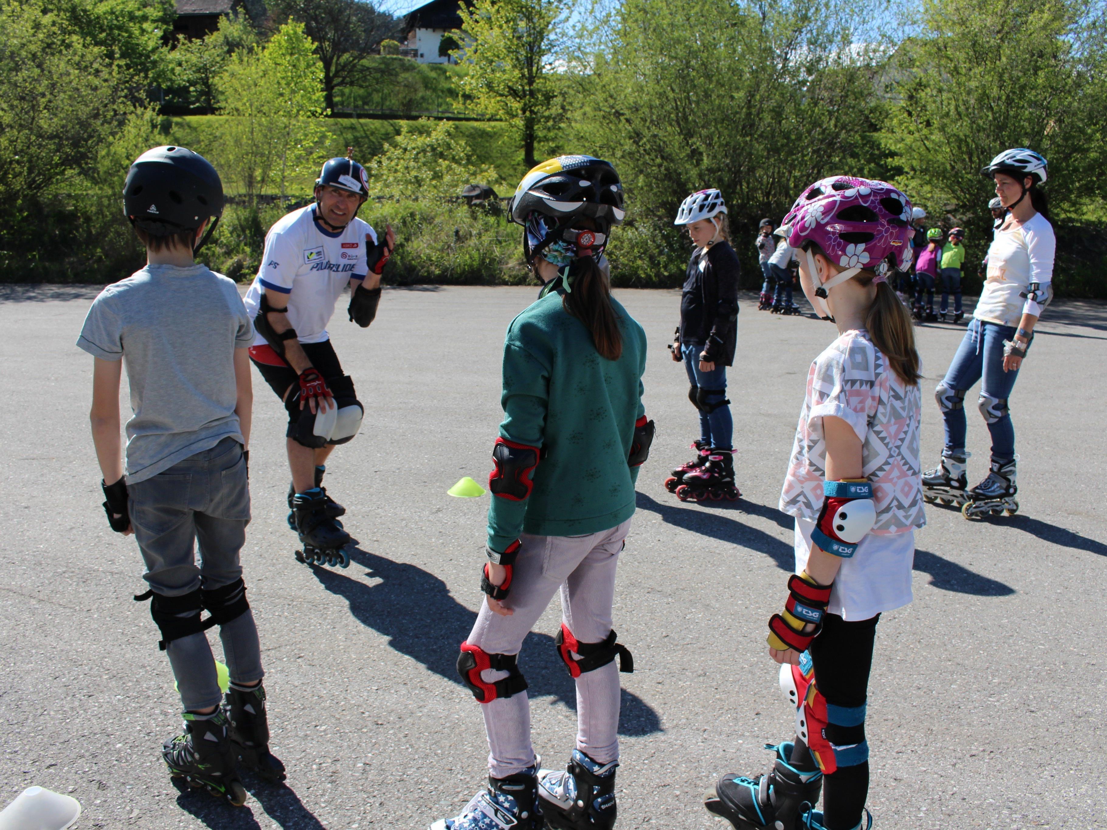 Der Skaterklub Bürs zeigte alle Kniffs und Tricks zum sicheren Inline-Skaten.