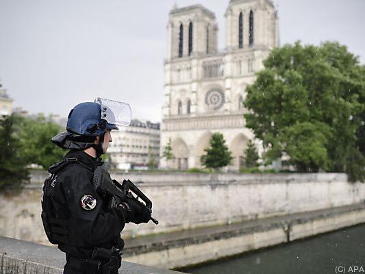 Die Polizei sicherte das Gebiet um die Kirche ab