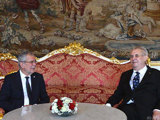 Die beiden Präsidenten in der Prager Burg